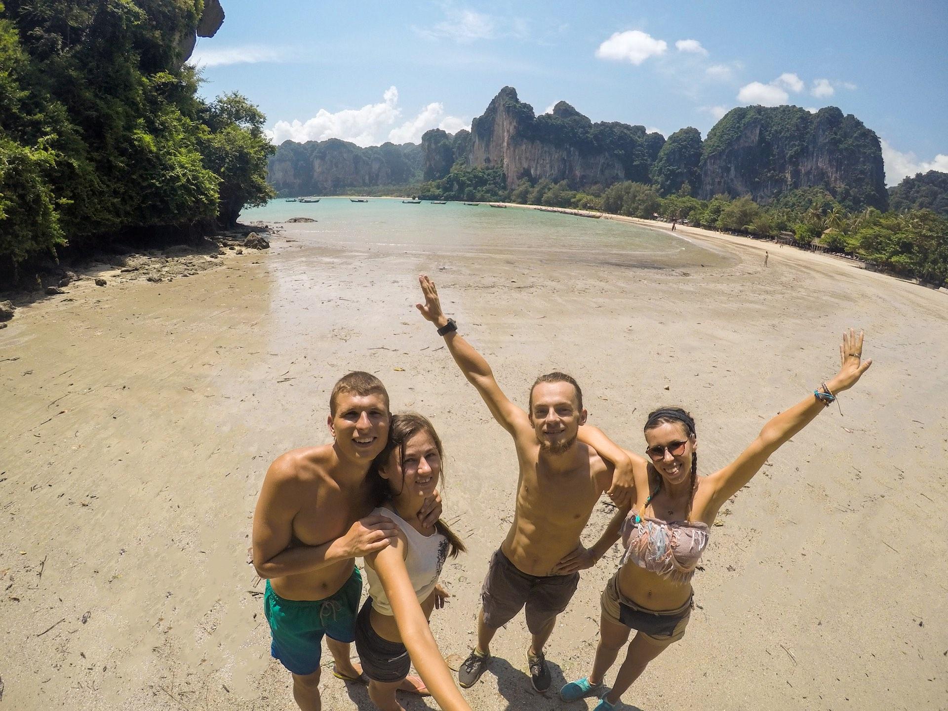 Tailandas. Iš kairės: Laurynas, Agnė, Marius ir Rūta. Diena paplūdimyje. Asmeninio archyvo nuotr.