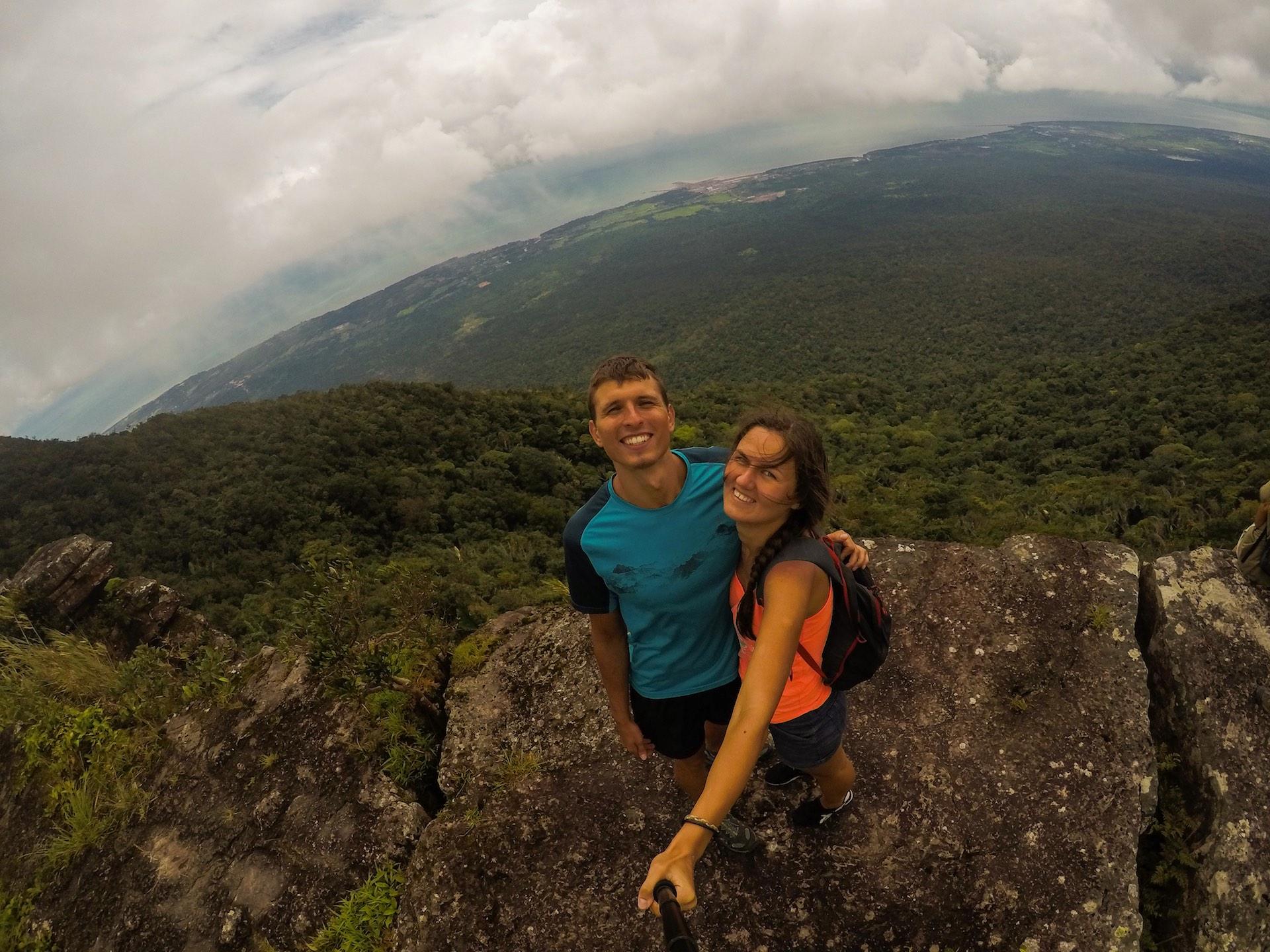 Kambodža. Bokor nacionalinis parkas. Laurynas ir Agnė 1 000 metrų virš jūros lygio. Asmeninio archyvo nuotr.