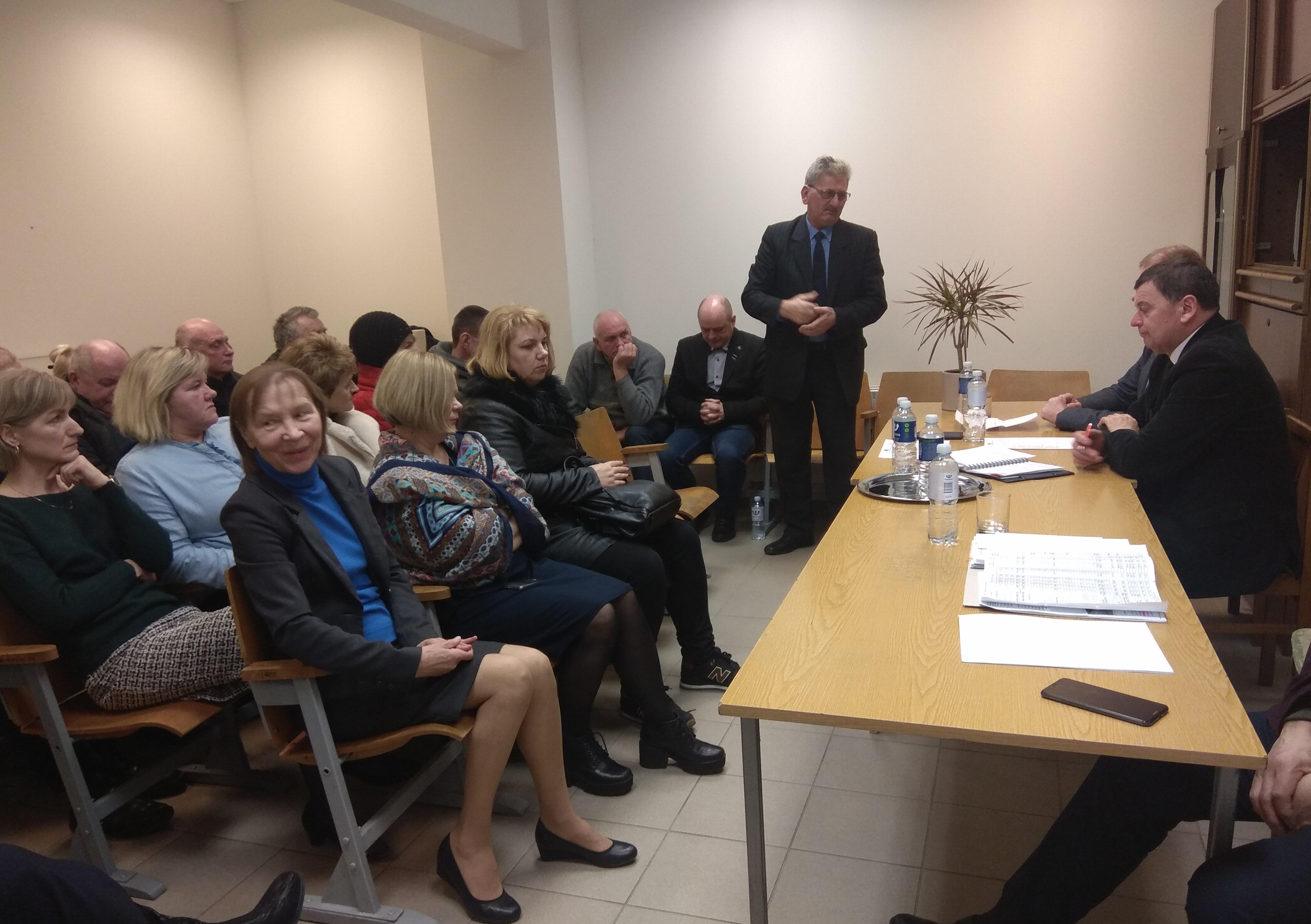 """Kėdainių rajono savivaldybės atstovams """"Kėdbuso"""" darbuotojai, nesibaimindami savo tiesioginių vadovų, be užuolankų išklojo apverktiną įmonės situaciją."""