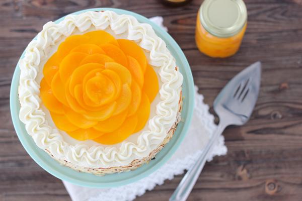 Jogurtinis tortas su vaisiais.