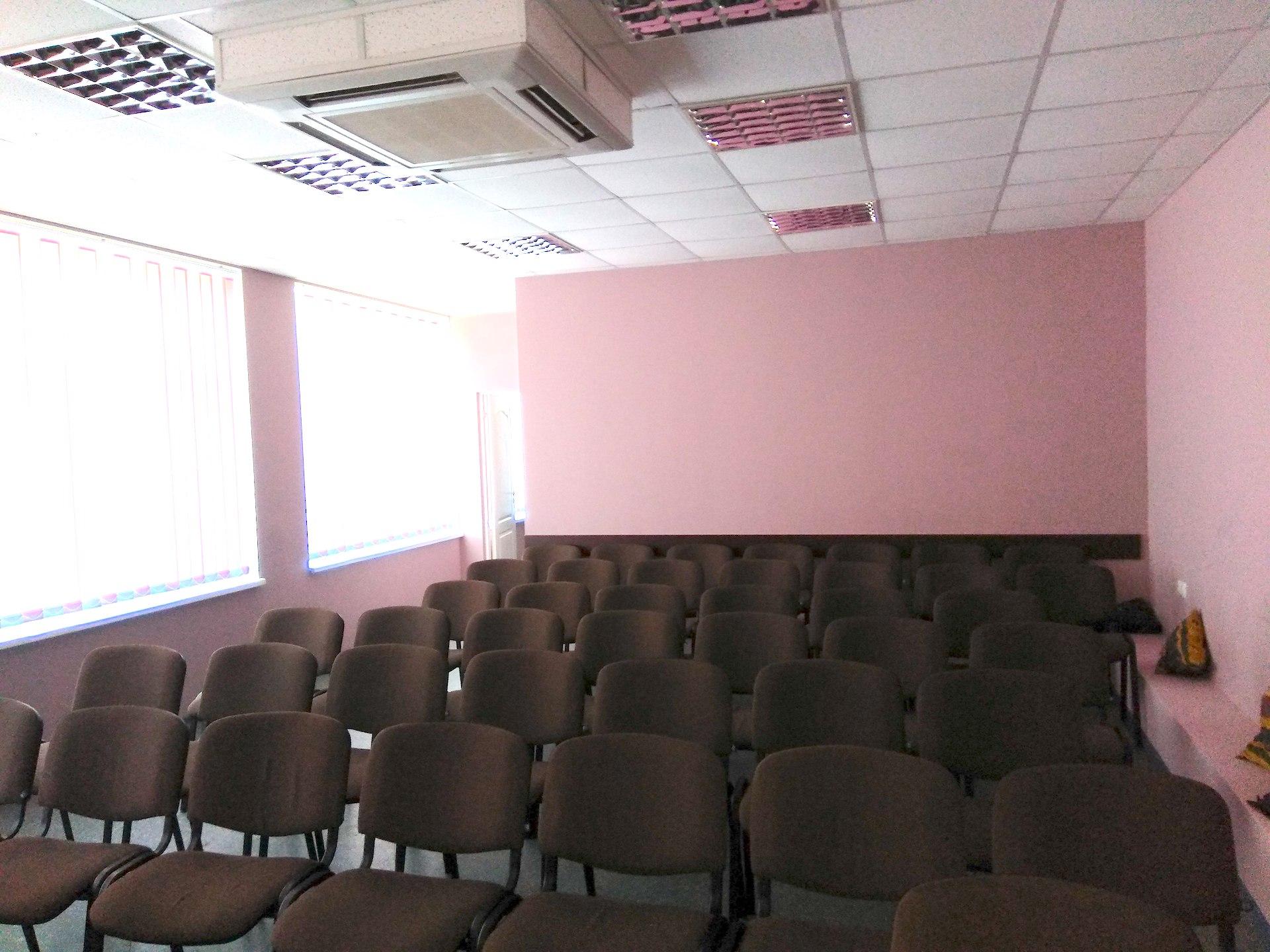 Žmonės net parašus ėmė rinkti ir kreipėsi į savivaldybės tarybos narius, aiškindami, kad naujos salės tikrai nereikia, tereikia suremontuoti senąjį pastatą. D. Kuprijanovo nuotr.