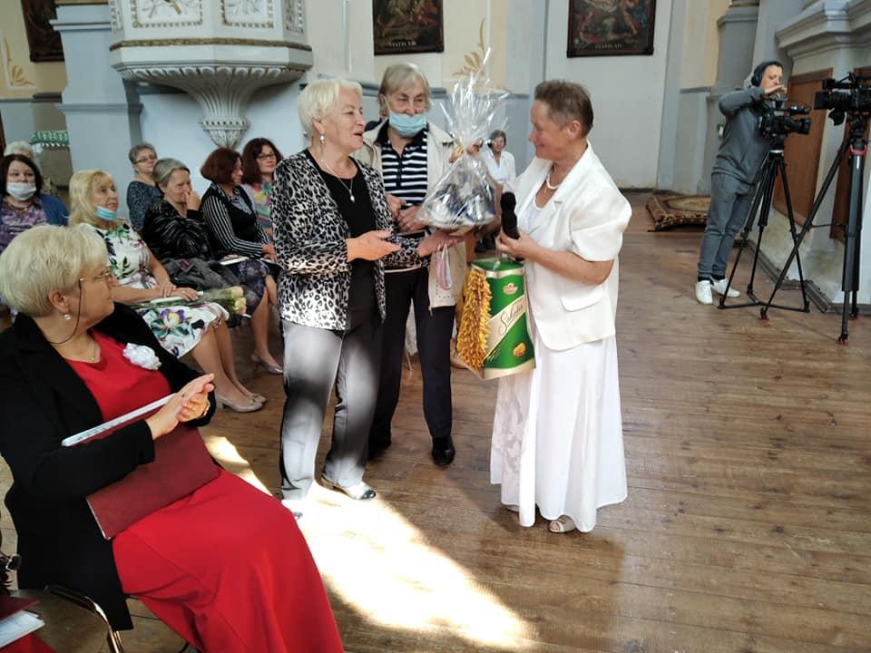 """Kėdainių lenkų draugijos ansamblis """"Issa"""" įsikūrė 1998 metais. Šio ansamblio įkūrėja ir globėja – draugijos pirmininkė Irena Duchovska. Dimitrijaus Kuprijanovo nuotr."""