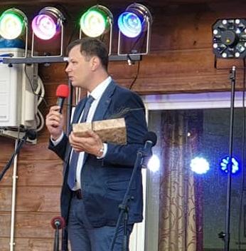 Nociūnų bendruomenės švente džiaugėsi ir sveikinimo žodį šventėje tarė atvykę svečiai, tarp jų – Kėdainių rajono savivaldybės mero pavaduotojas Paulius Aukštikalnis./ Organizatorių nuotr.