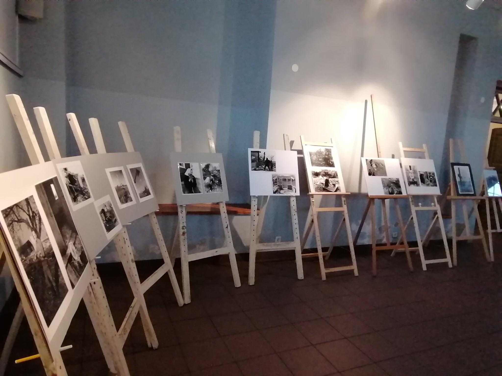 Kraštiečio S. Padalevičiaus, tarybiniais metais fotoaparatu fiksavusio vienkiemių naikinimą, paroda Daugiakultūriame centre. / Organizatorių nuotr.