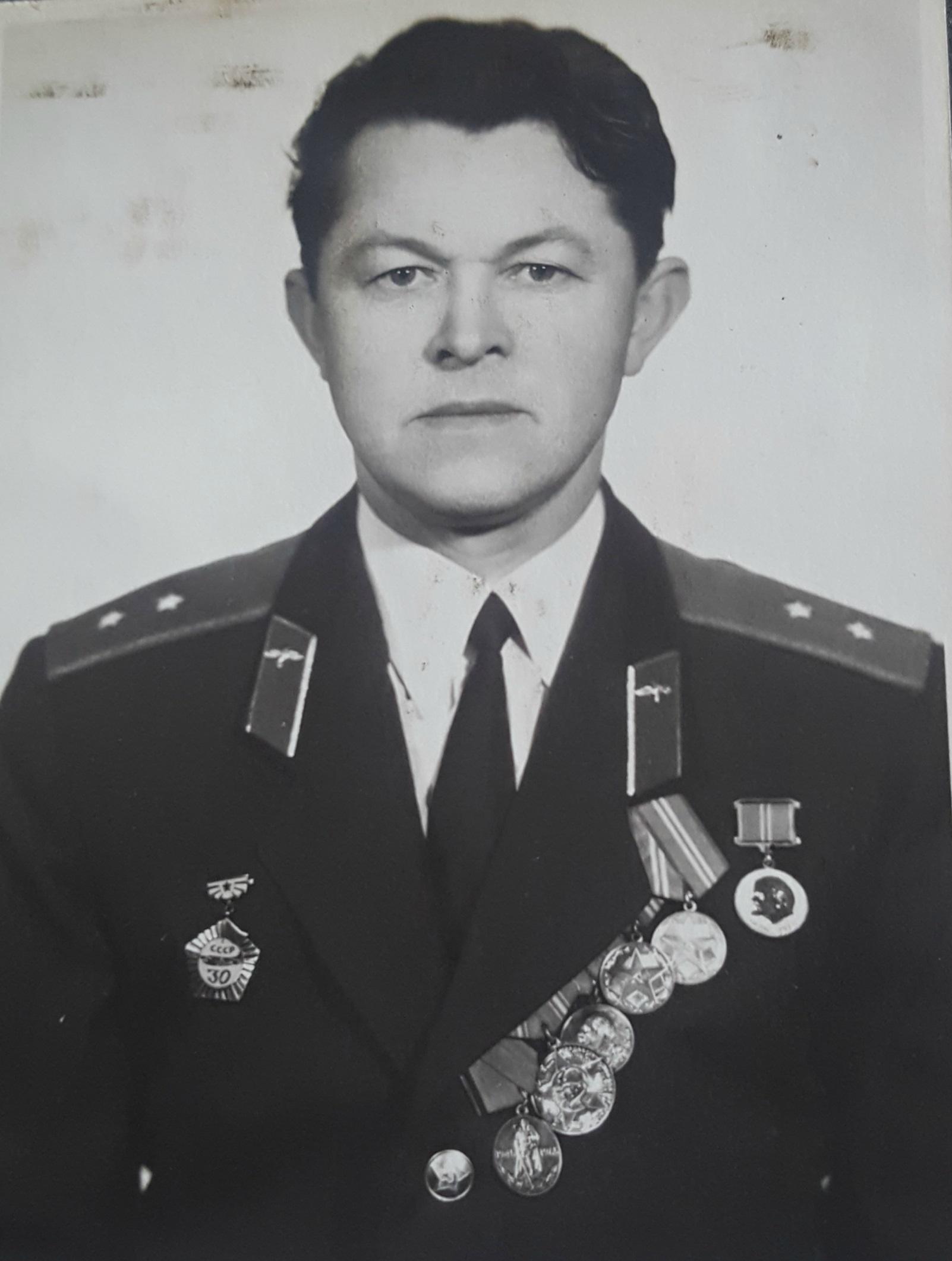 Šešiolikmetės Kėdainių rajono gyventojos Aksaveros Kaklauskaitės širdį užkariavo beveik šešeriais metais vyresnis kariškis Bronislovas Kišonas. Asmeninio archyvo nuotr.
