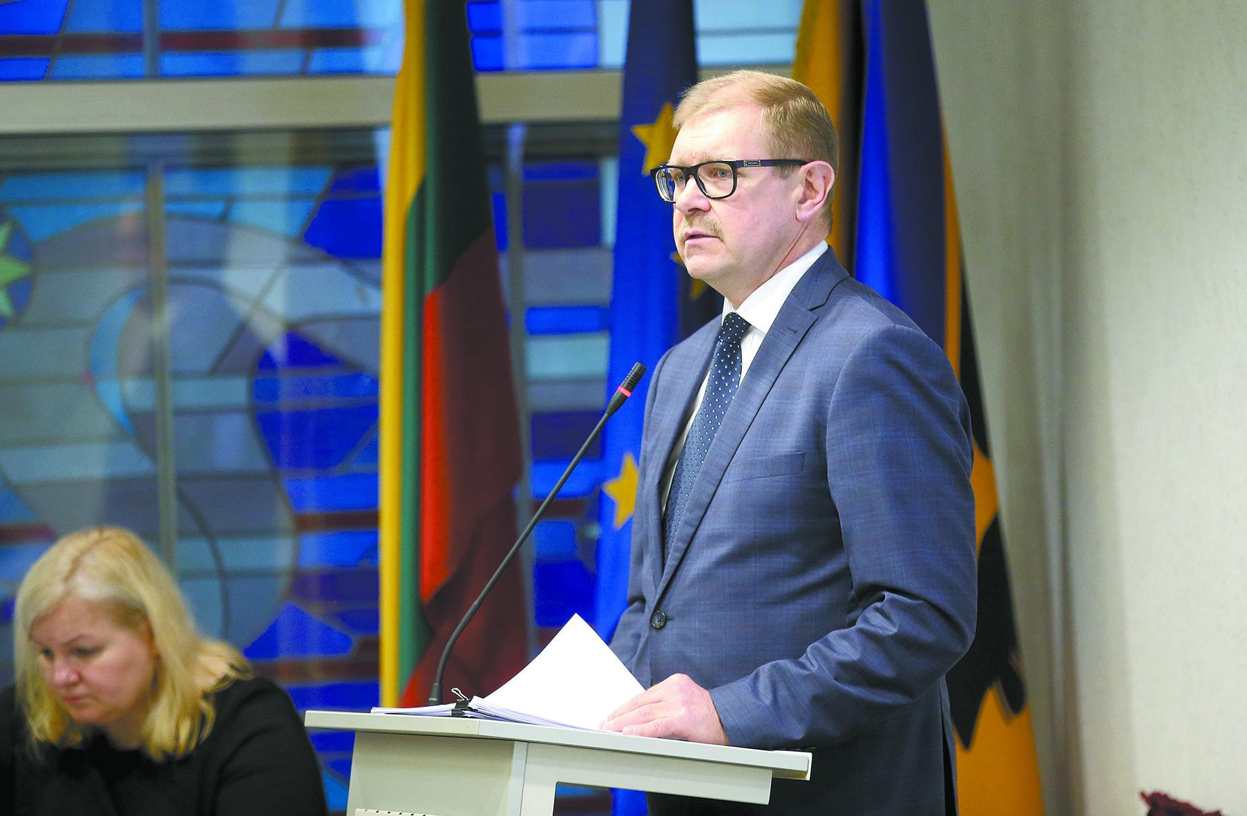 Pasak savivaldybės administracijos direktoriaus Arūno Kacevičiaus, rekonstrukcijai reikės kone perpus mažiau pinigų nei naujo pastato statyboms. / A. Barzdžiaus nuotr.