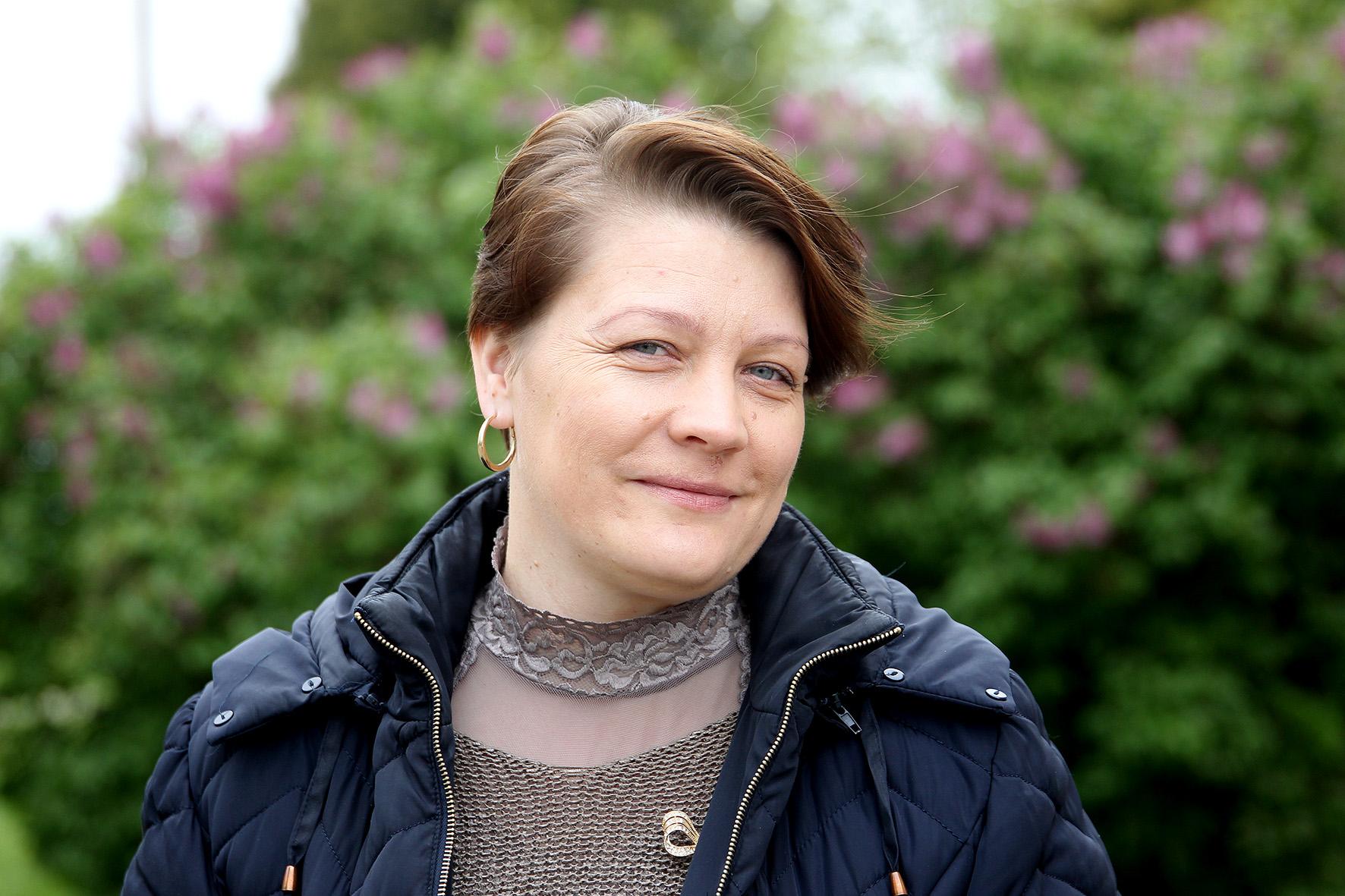 Jau 20 metų Devynduoniuose gyvenanti ir net ketverius metus bendruomenės pirmininkės pareigas einanti Audronė Konderauskienė į kaimelį atsikėlė iš Radviliškio rajono. A.Barzdžiaus nuotr.