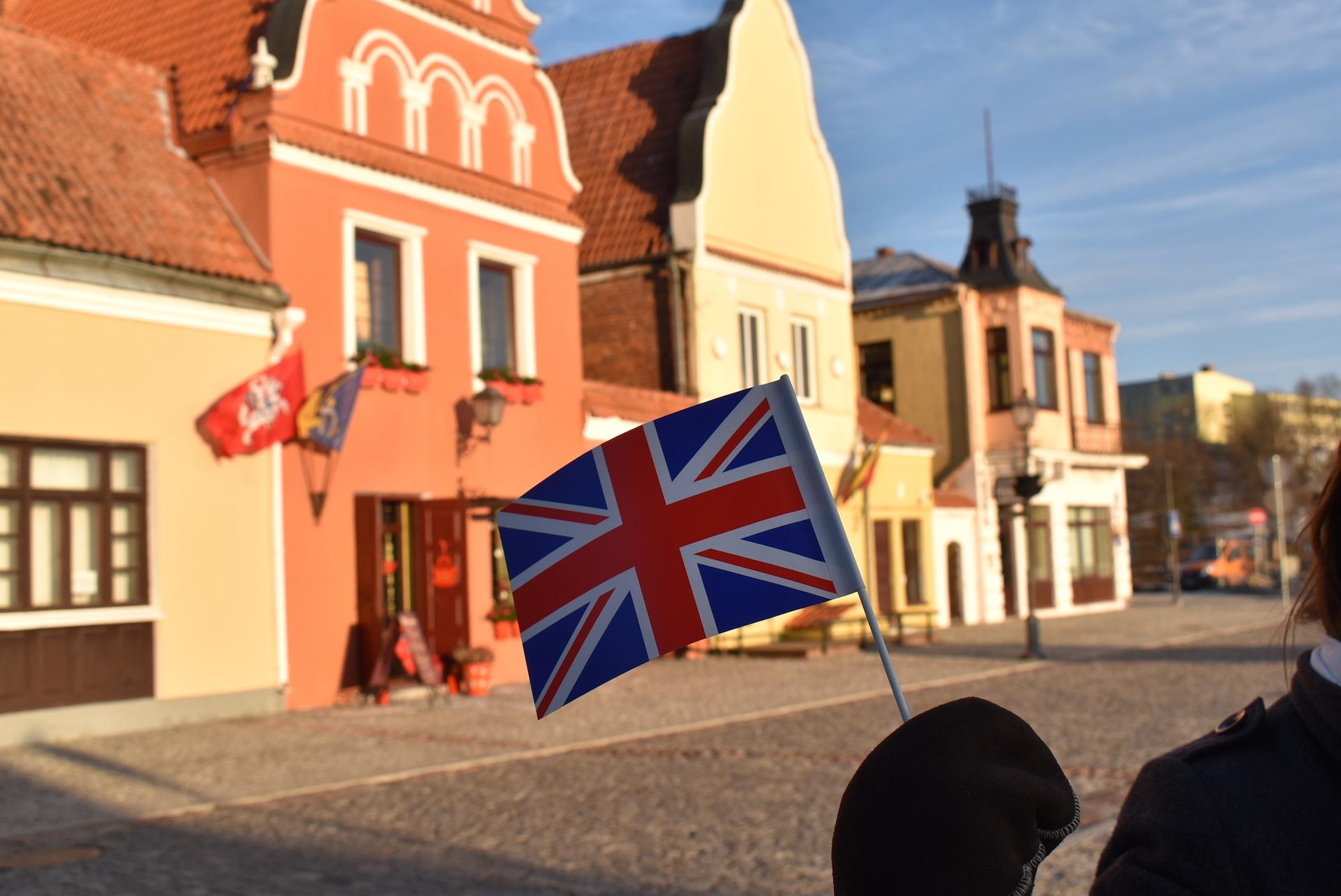 Dovana beveik užbaigta: Kėdainiai tapo 98-ąją oficialia Jungtinės Karalystės ambasadorės C. Lawrence stotele Valstybės atkūrimo šimtmetį mininčioje Lietuvoje. JK ambasados Lietuvoje nuotr.