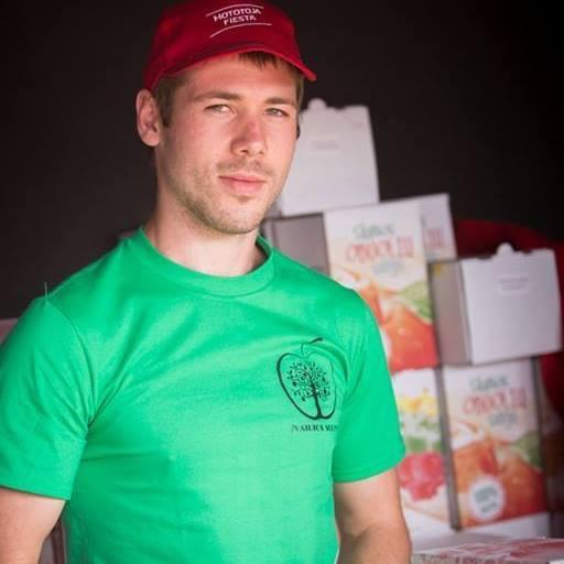 Josvainietis D. Motiejūnas savo pagaminta produkcija prekiauja visoje Lietuvoje. Vyro spaustas sultis noriai perka net Lietuvos pakraščiuose, tolimiausiuose kampeliuose. / Asmeninio archyvo nuotr.