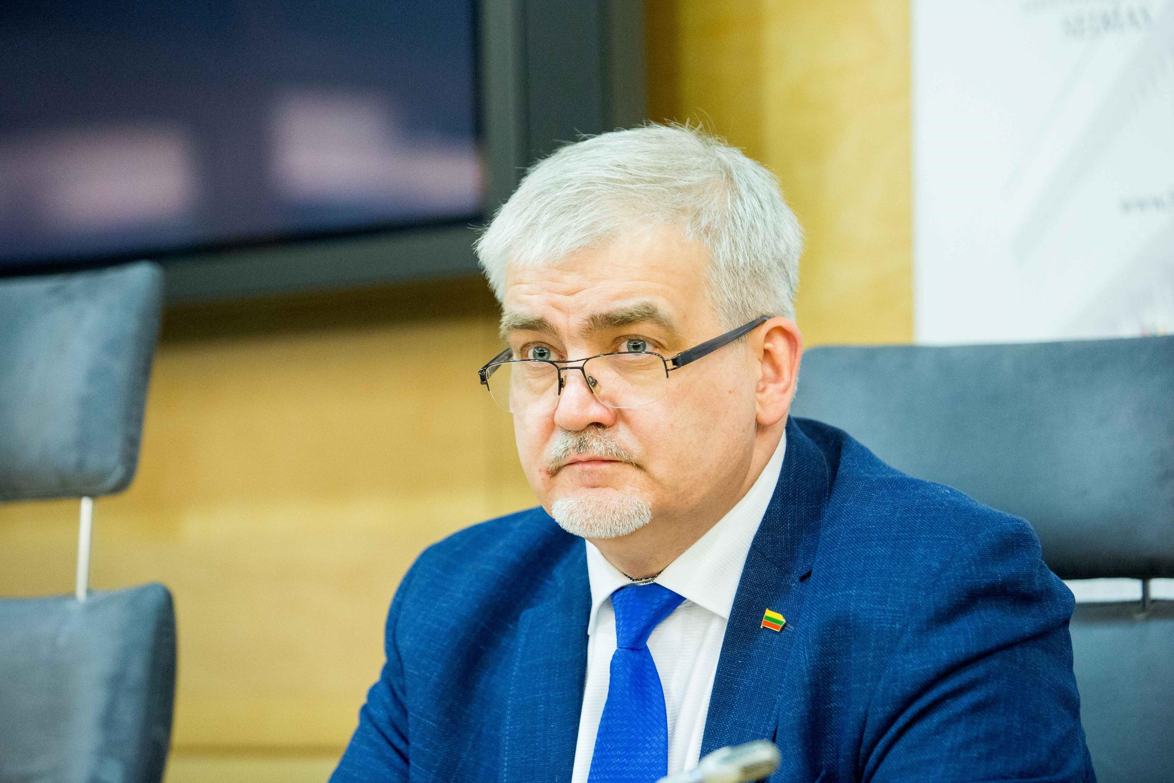 """LR Seimo narys Darius Kaminskas: """"Kai žinai, kaip realiai gyvena žmogus, su kuo jis susiduria, tai greičiau suvoki, kokius darbus padaryti ir kokius įstatymų pakeitimus siūlyti, kad tos problemoms būtų išspręstos.""""/ BNS nuotr."""