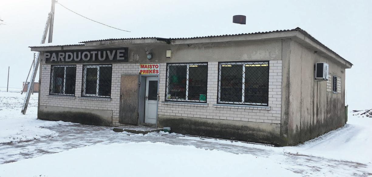 Devynduonių kaimo parduotuvė žiemą ir taip dirba trumpiau, todėl jokiems pokyčiams, bent jau kol kas nesiruošia. Andriaus Kasparavičiaus nuotr.