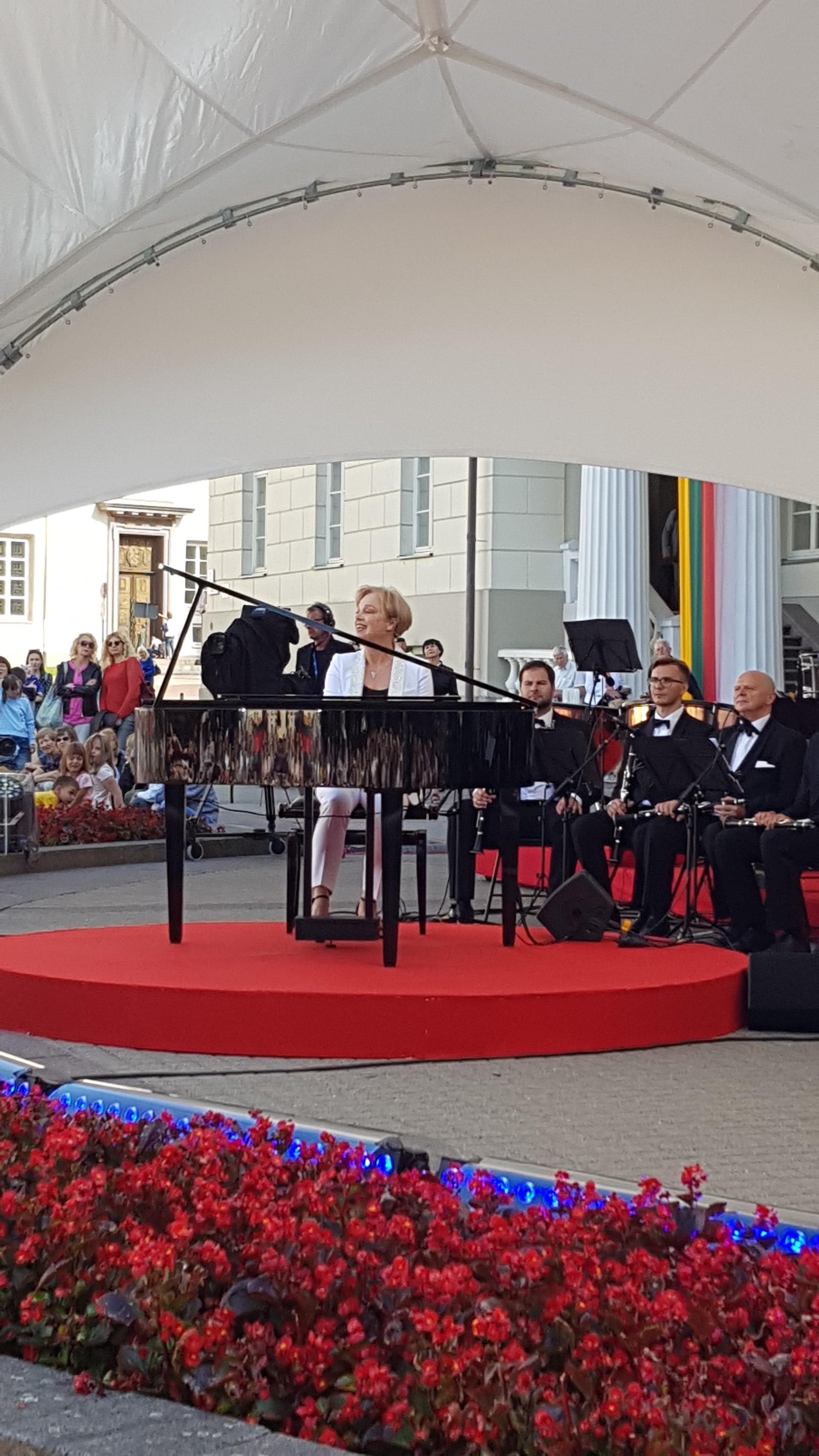 G. Jautakaitė pasirodė naujai išrinkto prezidento Gitano Nausėdos inauguracijos vakariniame renginyje. Asmeninio archyvo nuotr.