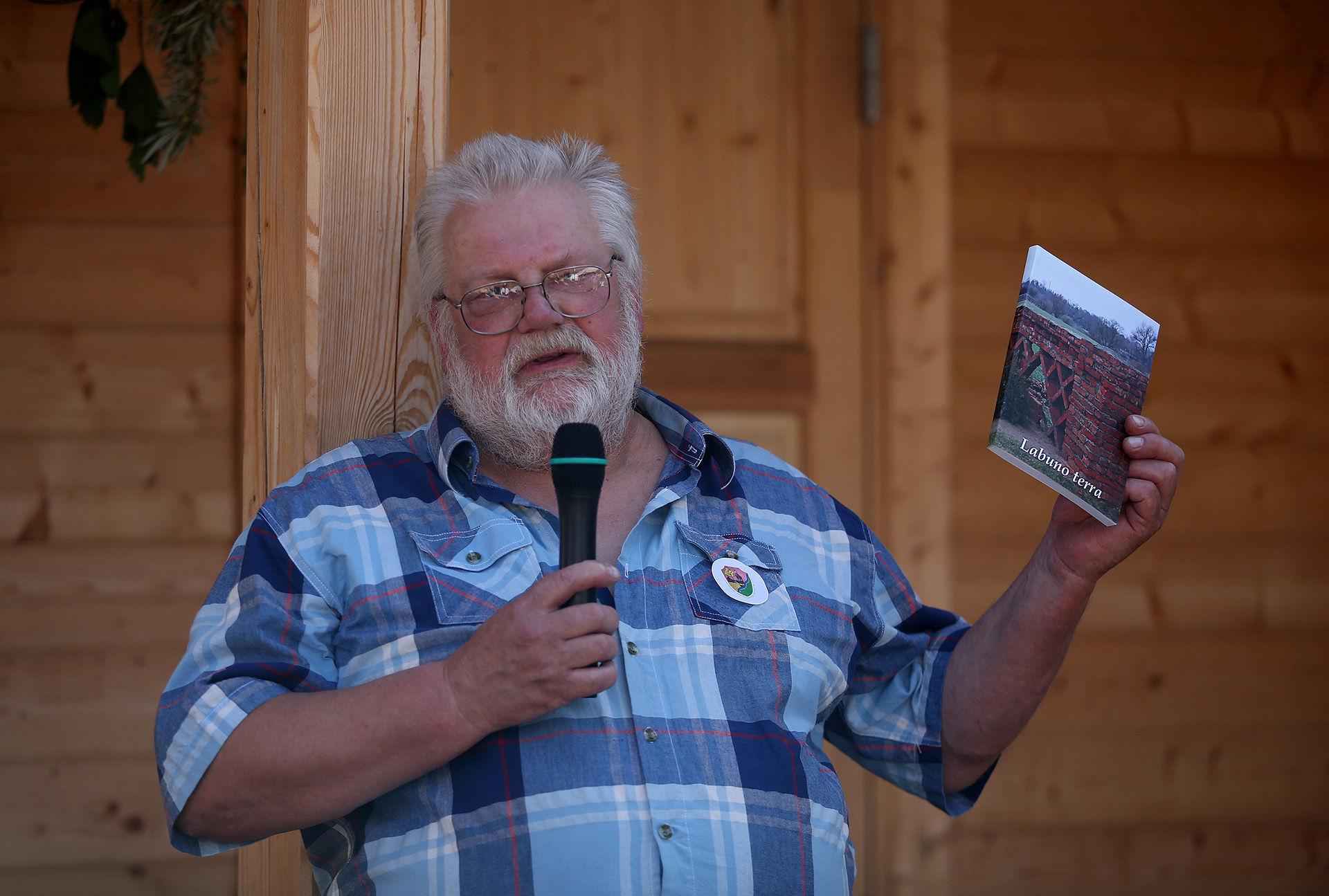 Labūnavietis restauratorius Gintaras Kazlauskas tvirtai žino, kad Labūnava nėra tokia jau paprasta gyvenvietė, kaip galėtų atrodyti iš pirmo žvilgsnio. A. Barzdžiaus nuotr.