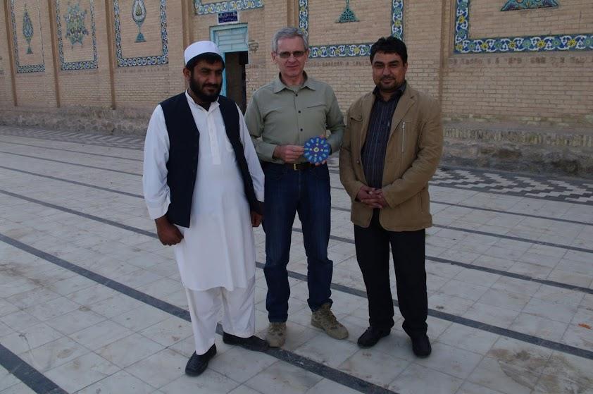 Herate Mėlynojoje mečetėje su imamu ir muziejaus direktoriumi. / Asmeninio archyvo nuotr.
