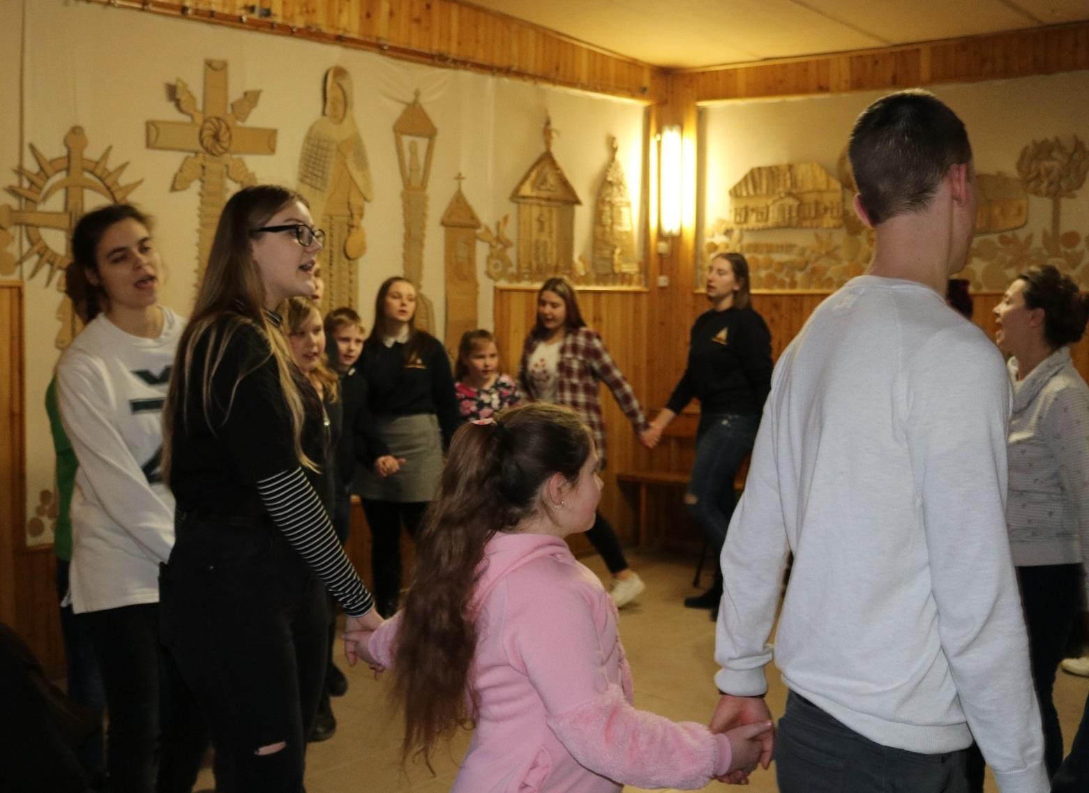 Vaikų dienos centro atidarymo ceremonijoje mažiesiems gudžiūniškiams netrūko smagių veiklų. / Organizatorių nuotr.