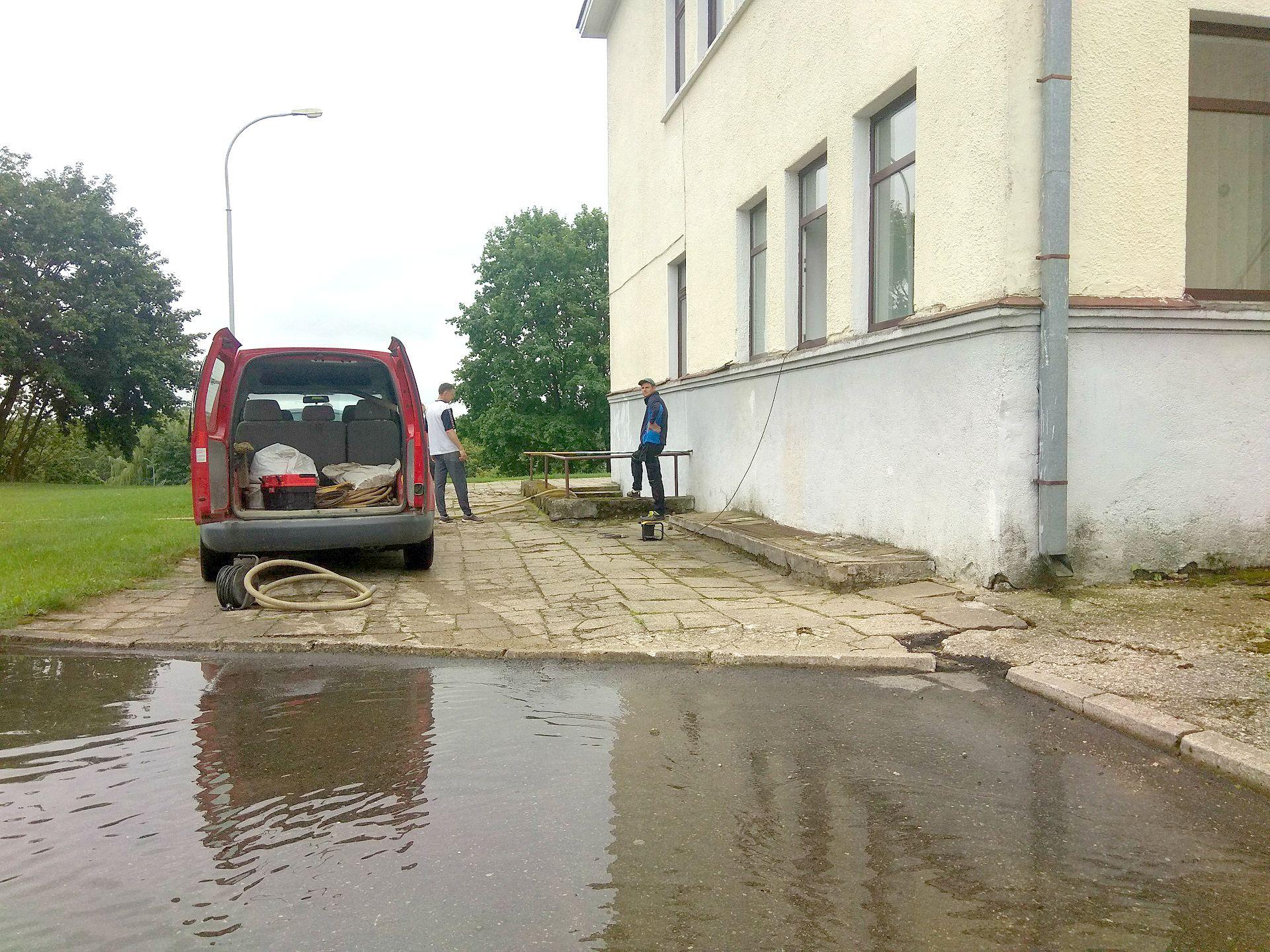 Dėl liūties didelių nuostolių patyrė ir Kėdainių kultūros centras – po liūties buvo apsemtos centro rūsio patalpos. Dimitrijaus Kuprijanovo nuotr.
