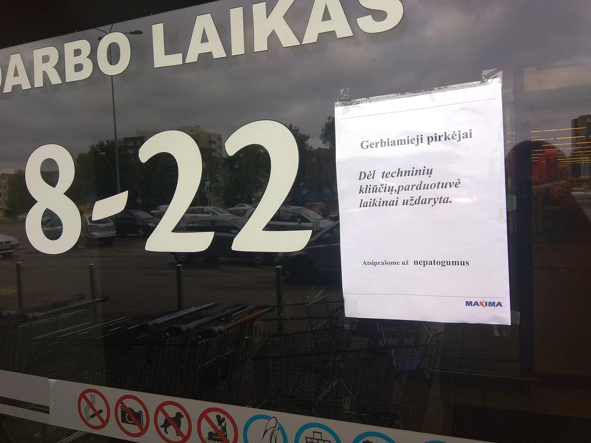 """Pirmadienio rytą neveikė Kėdainių miesto J. Basanavičiaus g. 93 esantis """"Maximos"""" prekybos centras. Dimitrijaus Kuprijanovo nuotr."""