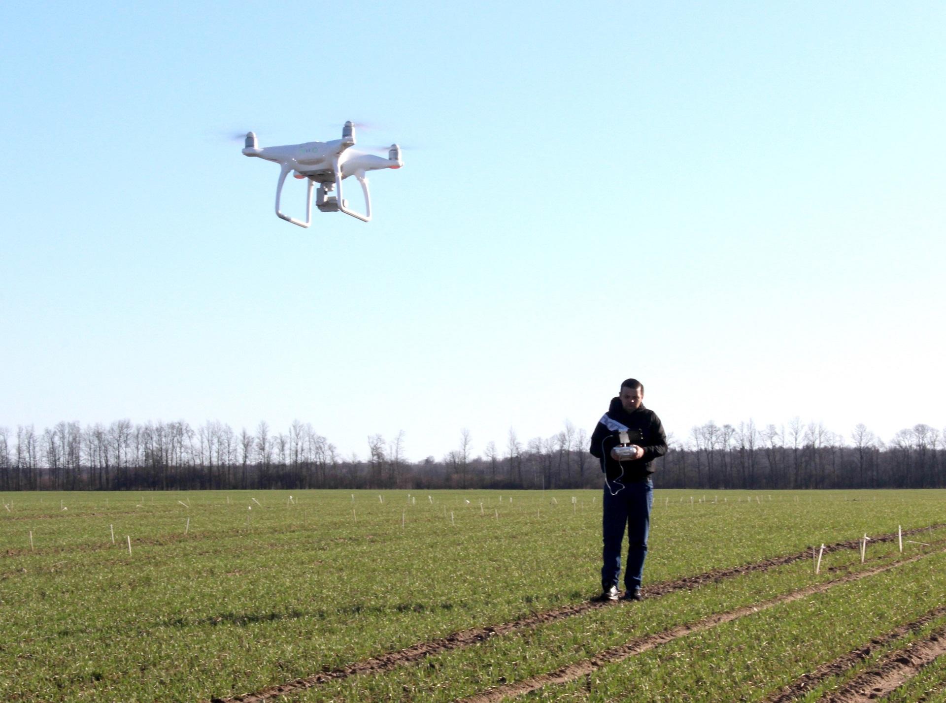 Aerofotografijos vietovės analizei pagalba ūkininkai gali sutaupyti nemažai laiko ir pinigų, nes nereikia apvažiuoti daugybės laukų, o taip pat bereikalingai eikvoti brangias chemines medžiagas. Asmeninio archyvo nuotr.