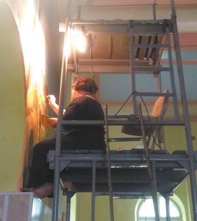 O štai taip Irina leidžia vasaras – restauruodama bažnyčiose sieninės tapybos darbus. Ne vienam savo mokiniui ji tapo įkvėpimo šaltiniu ir šie pasirinko restauratorių kelią. Asmeninio archyvo nuotr.