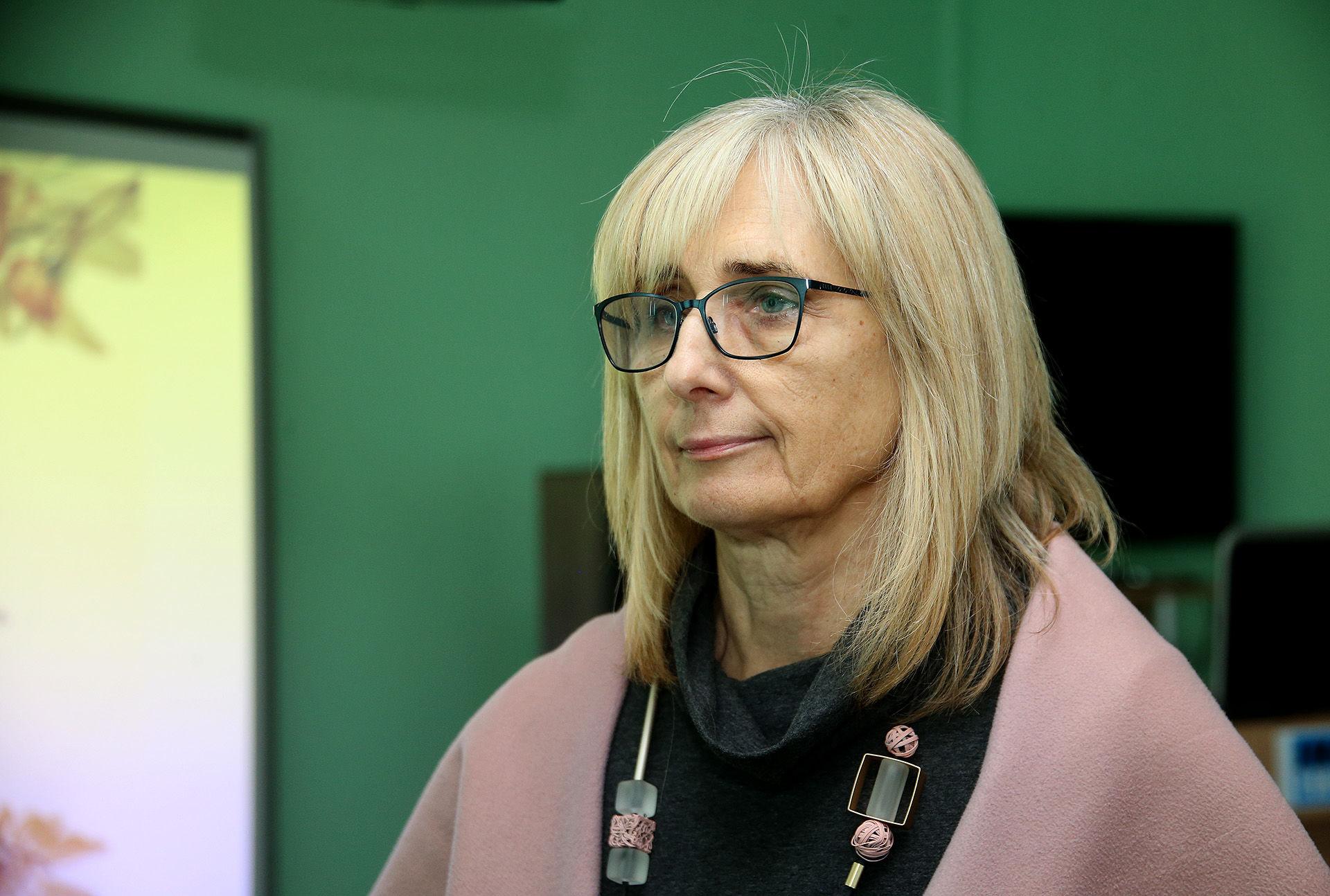 Pagrindiniai žodžiai, kuriais Kėdainių trečiojo amžiaus universiteto direktorė Jūratė Vaitonienė apibūdintų naujus Trečiojo amžiaus universiteto mokslo metus – bendravimas ir judėjimas. / A. Barzdžiaus nuotr.