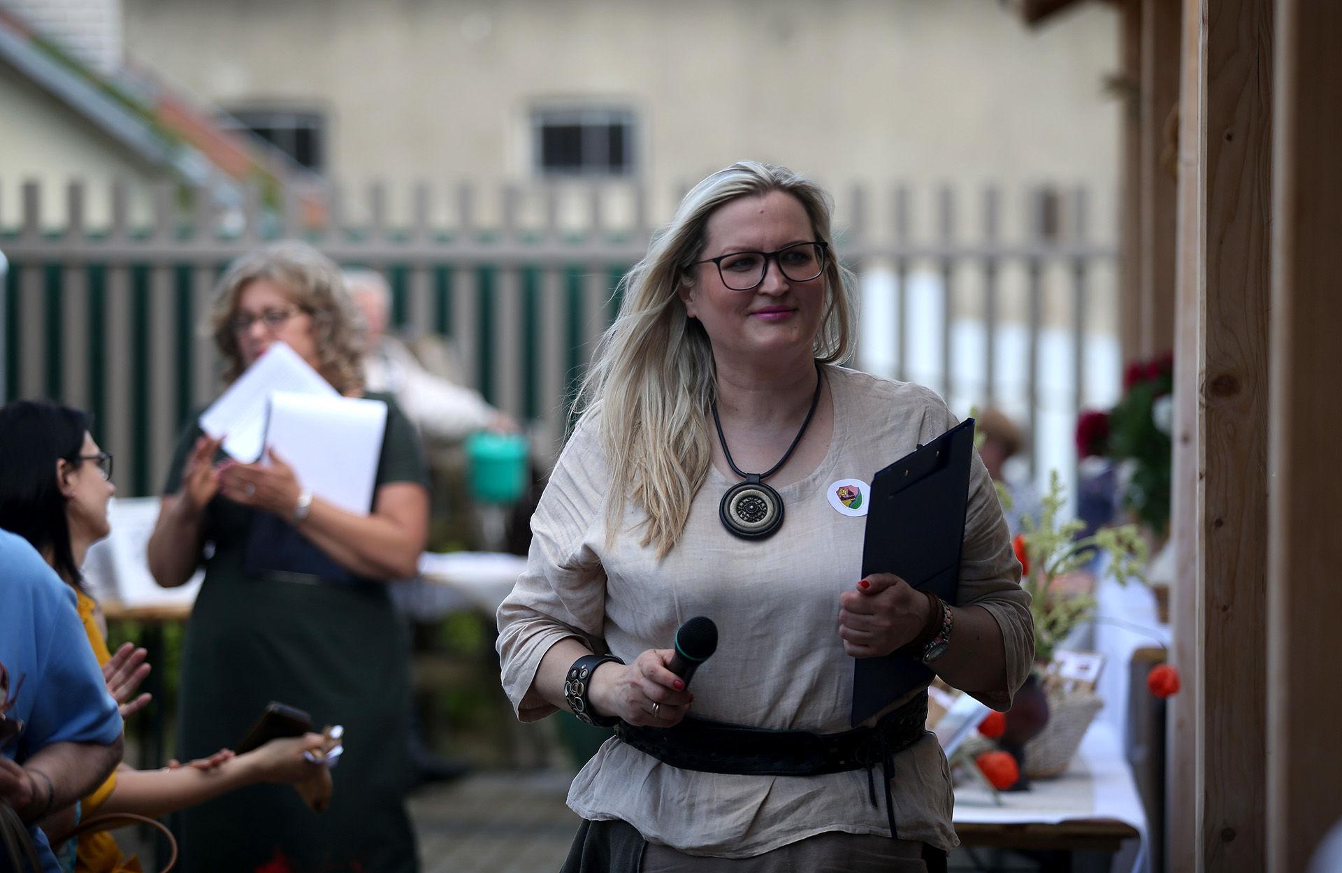 Labūnavos bendruomenės pirmininkė Jurgita Vaitiekūnienė džiaugiasi susikūrusią bendruomenę vienijančiu besąlygišku bendrumo jausmu, kuris verčia galvoti ne tik apie save, bet ir apie šalia esantį. A. Barzdžiaus nuotr.