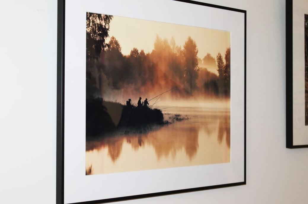 """Parodos eksponatą – fotografiją """"Žvejai rūke"""" – įvertinti jau spėjo netgi užsieniečiai. Kėdainiečio nuotrauka skaitmeniniu būdu eksponuojama parodose Berlyne ir Barselonoje. J. Šveikytės nuotr."""