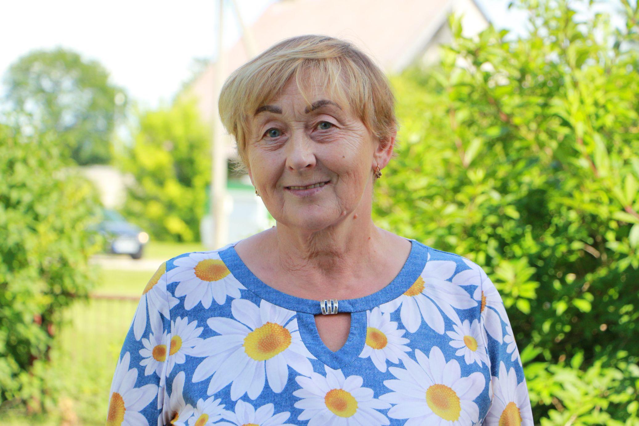 Laima Jakštienė Petkūnuose gyvena nuo 1987 metų. Anot jos, tik atvykus į kaimą, šis buvo kur kas gyvesnis. D. Borodinaitės nuotr.