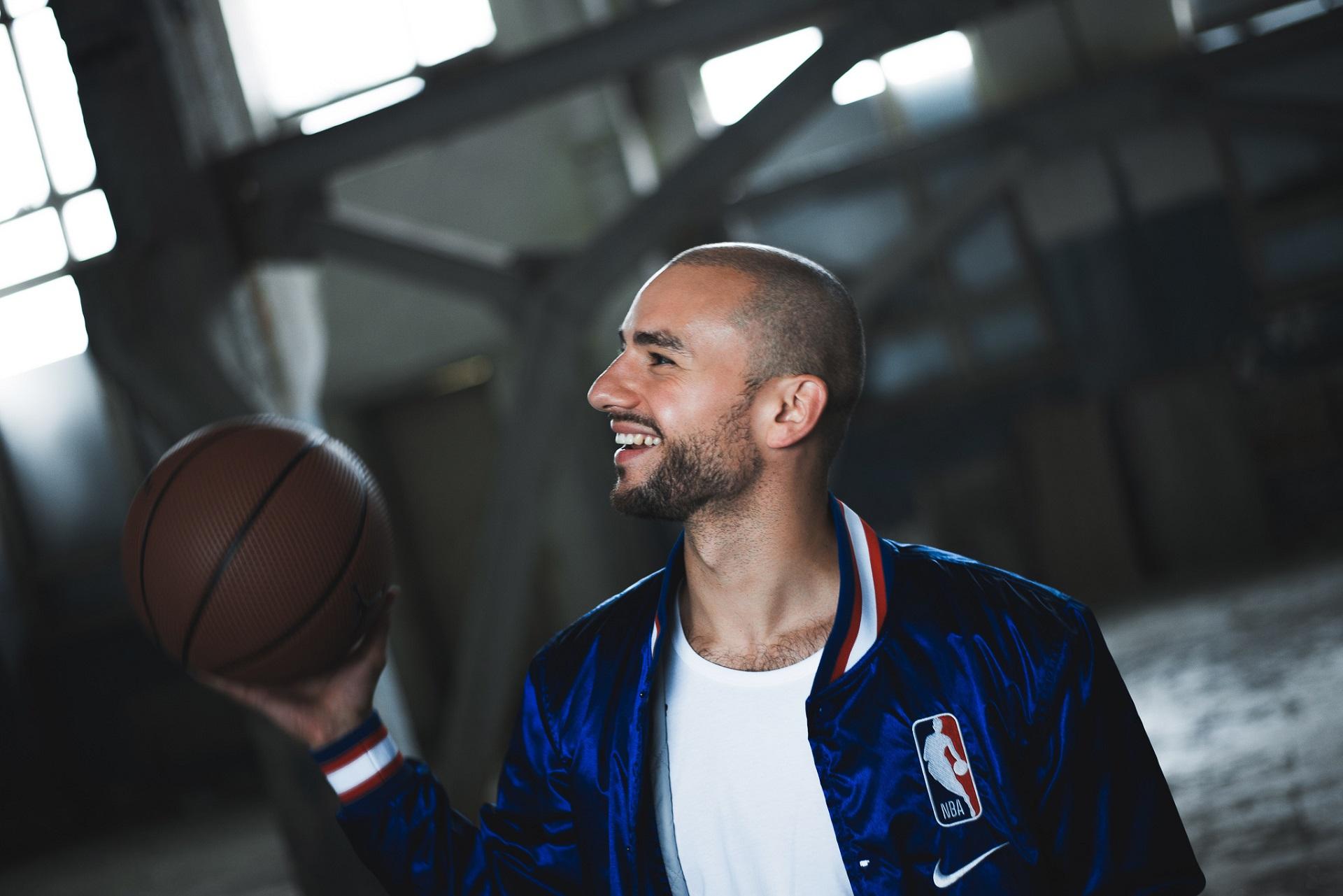 """Ne mažą reikšmę sporto ir laisvalaikio stiliumi gyvuojančiai """"Sil"""" kompanijai turi krepšinis, kuriuo Lukas domėjosi nuo pat mažų dienų. / Asmeninio archyvo nuotr."""