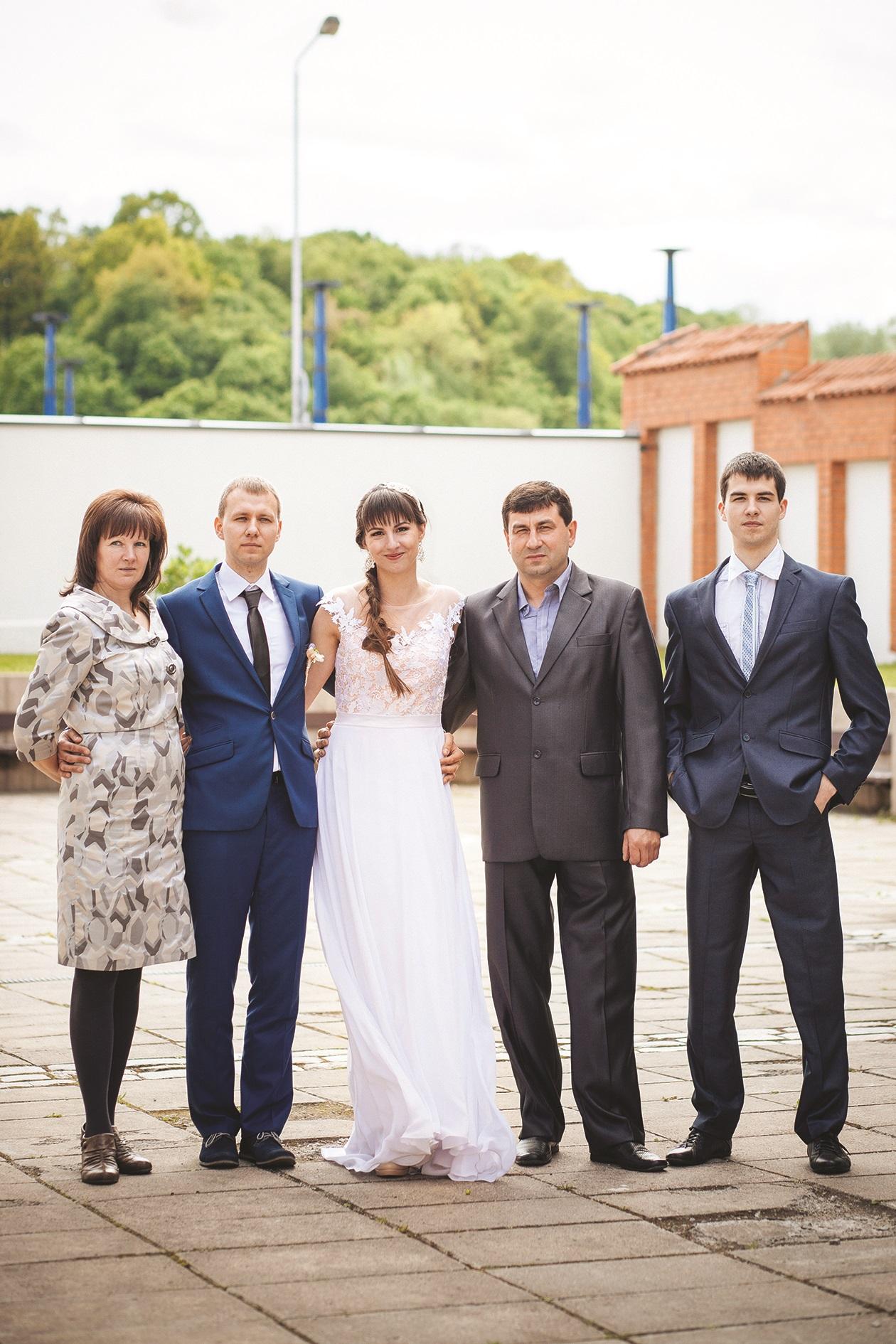 Pašnekovė su savo šeima per dukros vestuves./ Asmeninio archyvo nuotr.