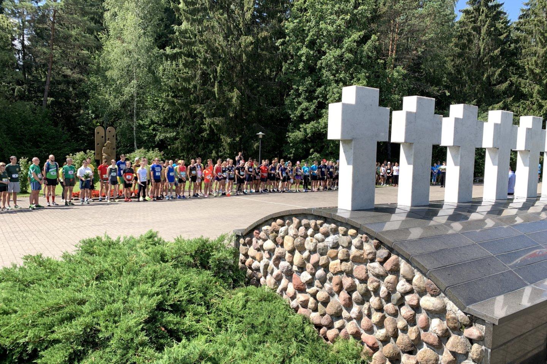 """Sekmadienį vykusiame seniausiame ir masiškiausiame estafetiniame bėgime """"Medininkai–Vilnius"""" dalyvavo 65 komandos./ www.lrytas.lt (V.Ščiavinsko) nuotr."""