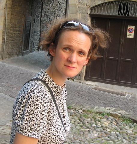 Psichologė Monika Skerytė-Kazlauskienė sako, jog ypač mažesni vaikai nesupranta sarkazmo, perkeltinių prasmių. Kaip parašyta, jie taip ir supranta. Todėl straipsnio įžangoje pateikti uždaviniai jiems yra žalingi. Asmeninio archyvo nuotr.