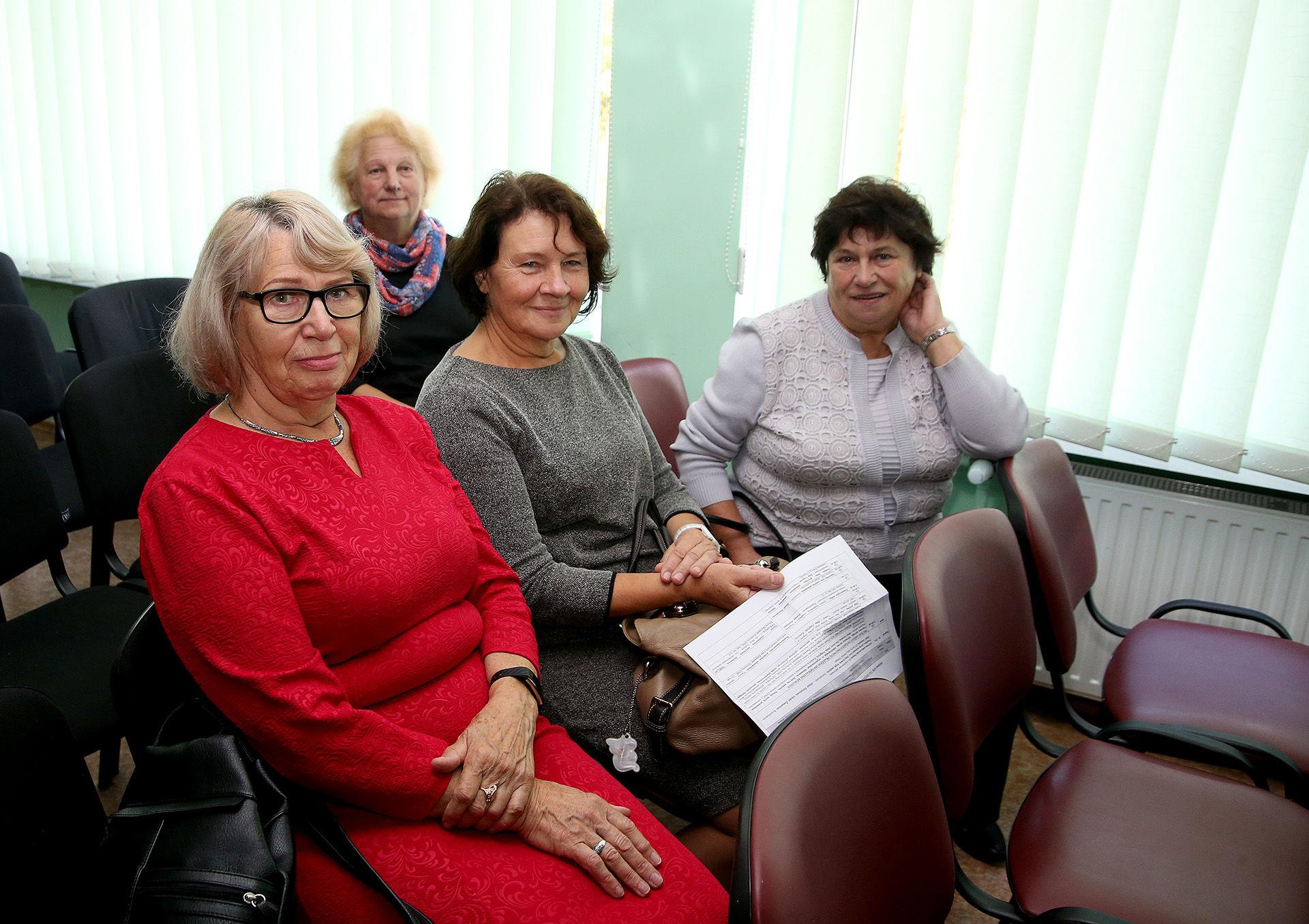 Ketverius metus TAU lankanti Nijolė Dautorienė (kairėje), penktus metus studijuojanti Danutė Mameniškienė ir naujokė Irena Malinauskienė. / A. Barzdžiaus nuotr.