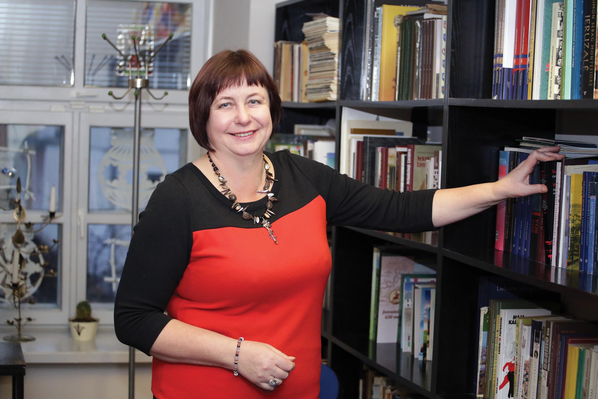 Šėtos gimnazijos istorijos mokytoja ekspertė Audronė Pečiulytė. G. Minelgaitės-Dautorės nuotr.