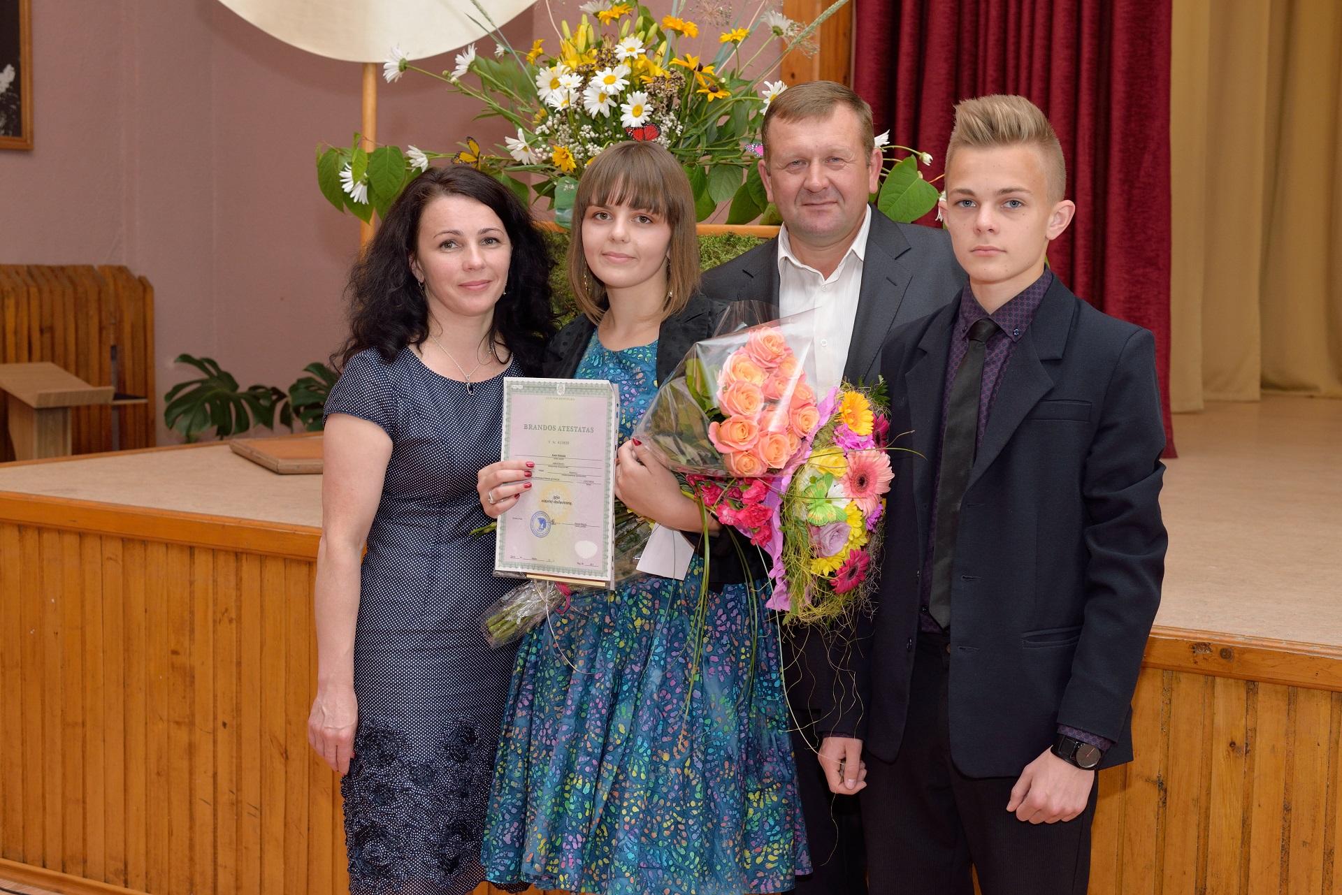 Rima Kikilienė su vyru ir vaikais: dukra Aiste ir sūnumi Vytautu. Asmeninio archyvo nuotr.