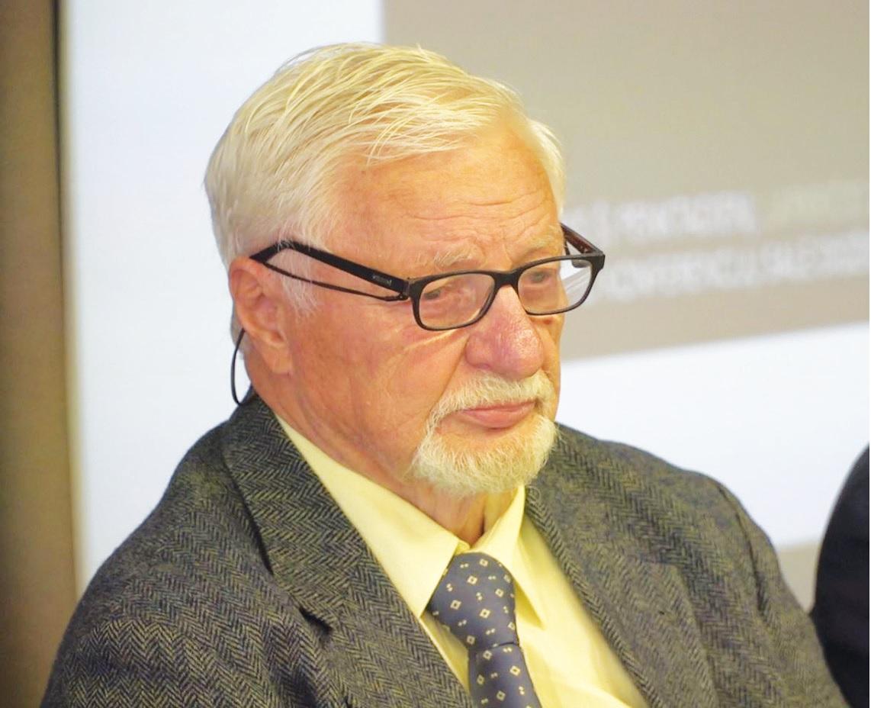 """""""Situacijos sprendimo galimybės yra pigios ir paprastos. Viskas Lietuvoje yra išbandyta ir padaryta, tereikia atsakingų institucijų valios ir noro"""", – įsitikinęs VšĮ Aplinkos vadybos ir audito instituto direktorius dr. Rimantas Budrys. """"Rinkos aikštės TV"""" stop kadras"""