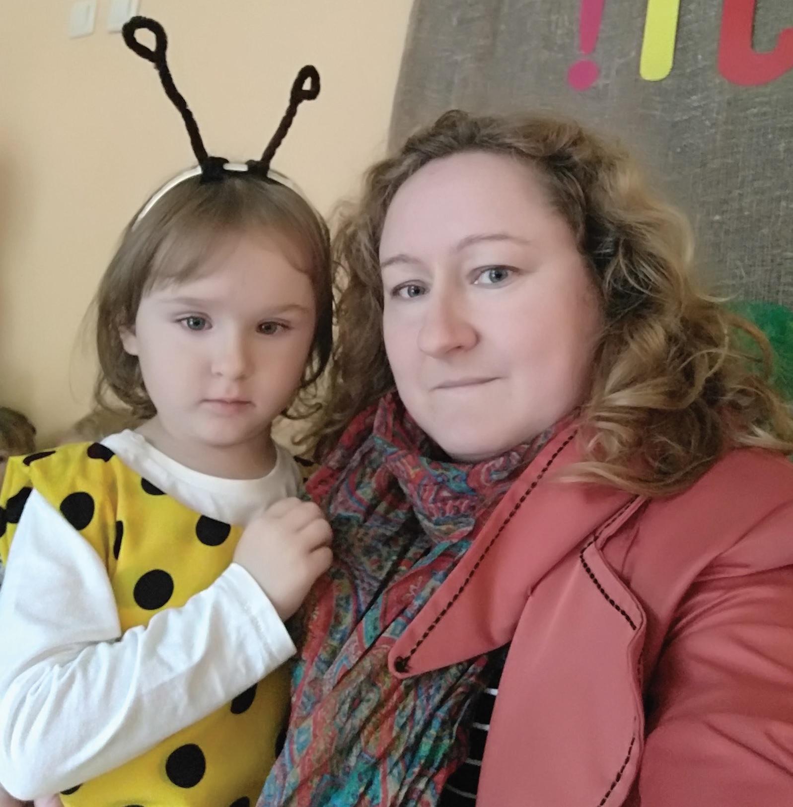 Kėdainietės Svajūnės Vepštienės trejų metukų dukrytei Eglei buvo diagnozuota viena dažniausiai paveldimų medžiagų apykaitos ligų – fenilketonurija. Negydoma vaikui ji gali sukelti protinį atsilikimą. Tačiau mergytės mama šypsosi ir užtikrina, jog iš visų genetinių ligų ši yra pati geriausia. Asmeninio archyvo nuotr.