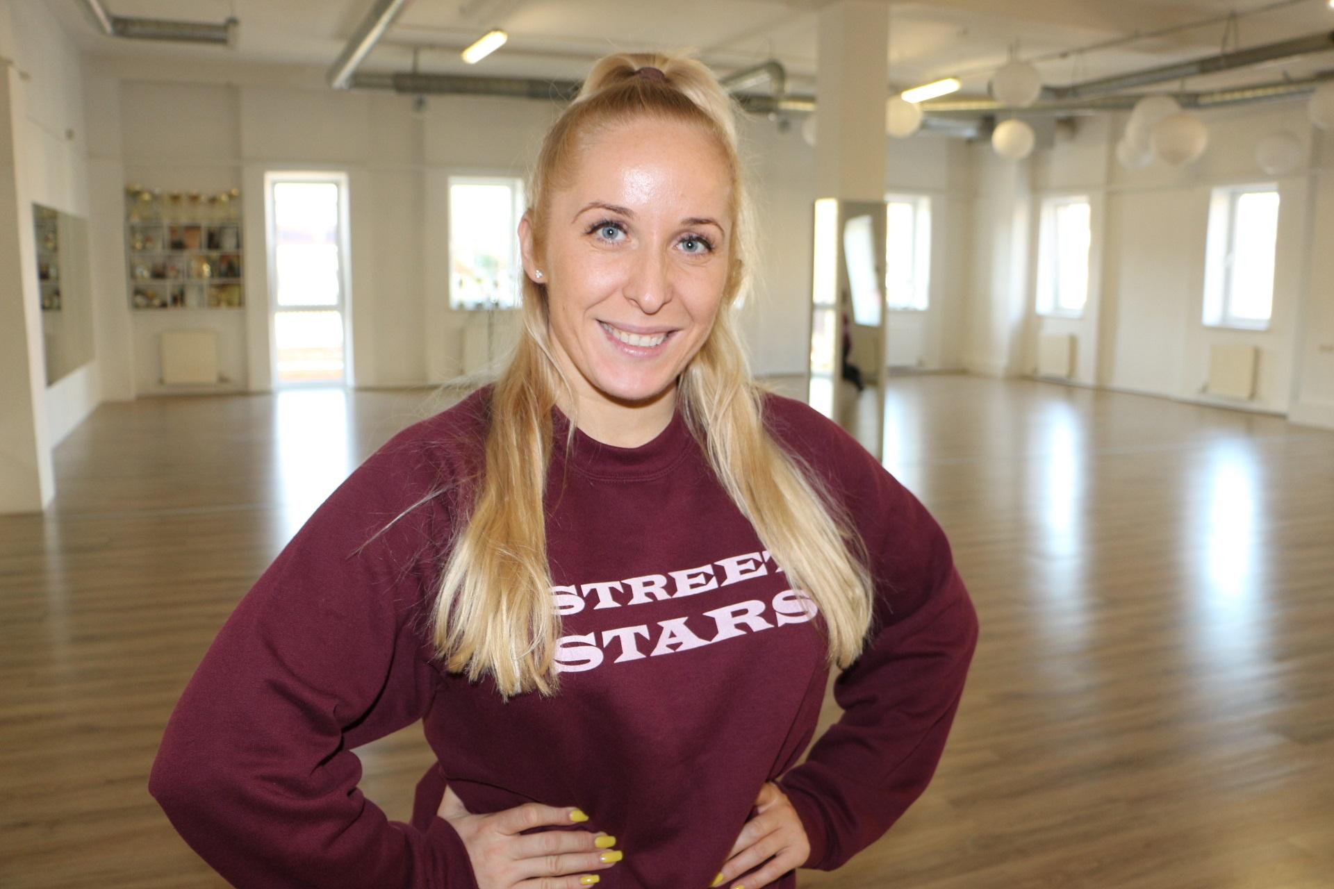 """Jaunųjų """"Street stars"""" šokėjų trenerė Vaida Dargužytė dega savo darbu, o mintys apie šokių treniruotes jos galvoje sukasi nuo ryto iki vakaro. / Asmeninio archyvo nuotr."""