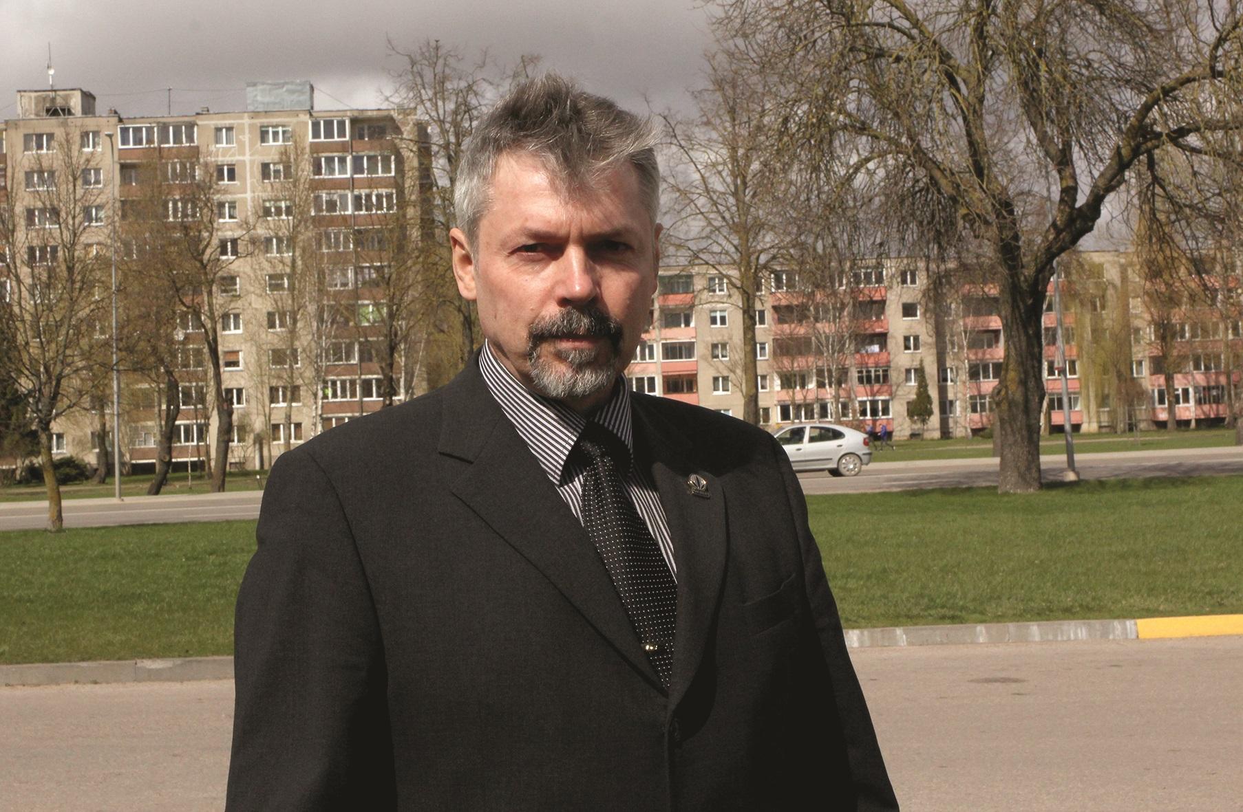 Pasak Viktoro Gruzdevo, ši gyventojų apklausos forma, atviras balsavimas visuotiniame susirinkime, iš kitų teisės aktuose numatytų alternatyvų buvo pasirinktas dėl mažiausių kaštų. A. Barzdžiaus nuotr.