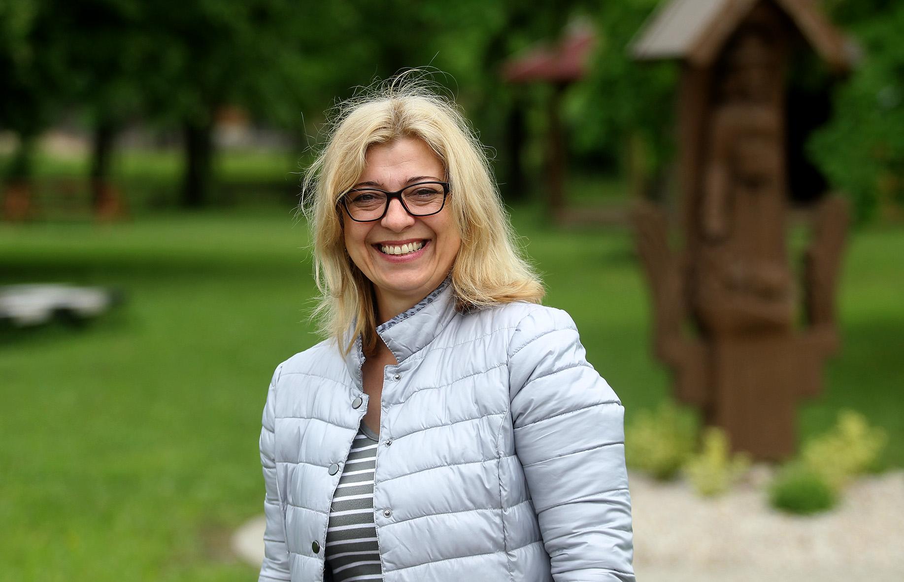Kunionių kaimo bendruomenės centro pirmininkė Vilma Fedosiukienė sako, jog bendruomenės svajonės, kad nenaudojami pastatai bus ir vėl reikalingi, panašu, išsipildys./ Algimanto Barzdžiaus nuotr.