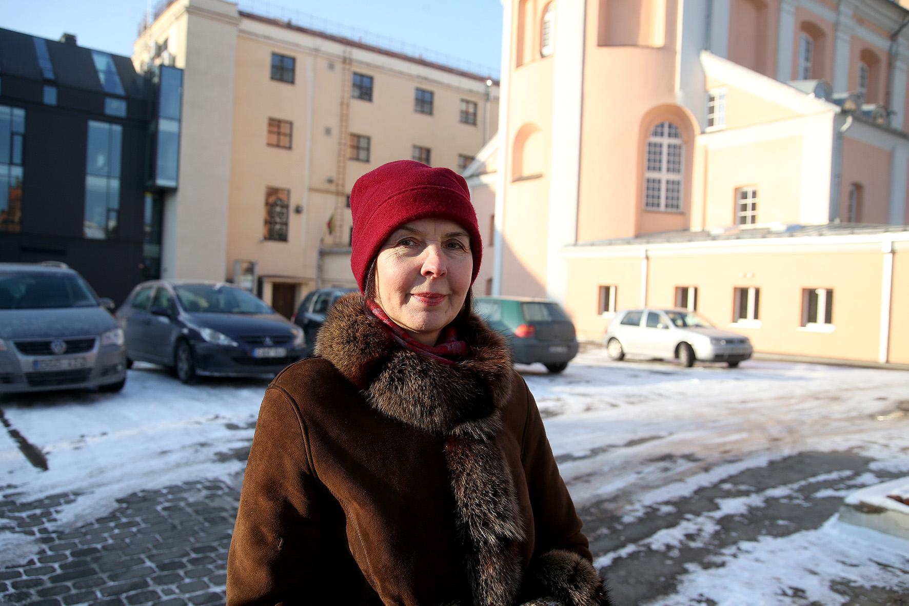 """Baigdama mokyklą A. Mažeikienė parašė pasižadėjimą: """"Būsiu mokytoja, mylėsiu poeziją ir mylėsiu vaikus"""". Tris dešimtmečius pažado ji laikėsi, tačiau galiausiai nusprendė – kad ir kokie nuostabūs metai buvo praleisti mokytojaujant, ateina laikas, kuomet gyvenime reikia kažką keisti. Algimanto Barzdžiaus nuotr."""