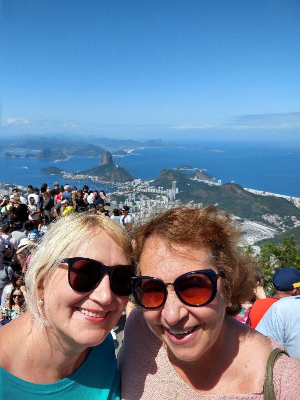 Daina Balasevičienė kartu su Sonia – lietuviškų šaknų turinčia brazile. Po netikėtos pažinties Kėdainiuose moterys tapo geromis draugėmis. / Asmeninio archyvo nuotr.