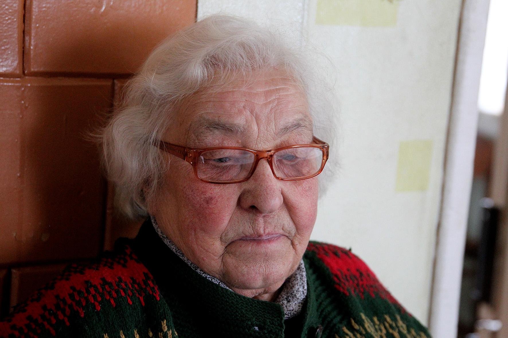Devynduoniuose visą savo gyvenimą praleidusi Vanda Kuprienė pabrėžė, kad šis kaimelis ne tik jos ir vyro, bet ir jos tėvų, senelių iš mamos pusės bei uošvių gimtasis kraštas, kupinas šviesių ir šiltų prisiminimų. A.Barzdžiaus nuotr.