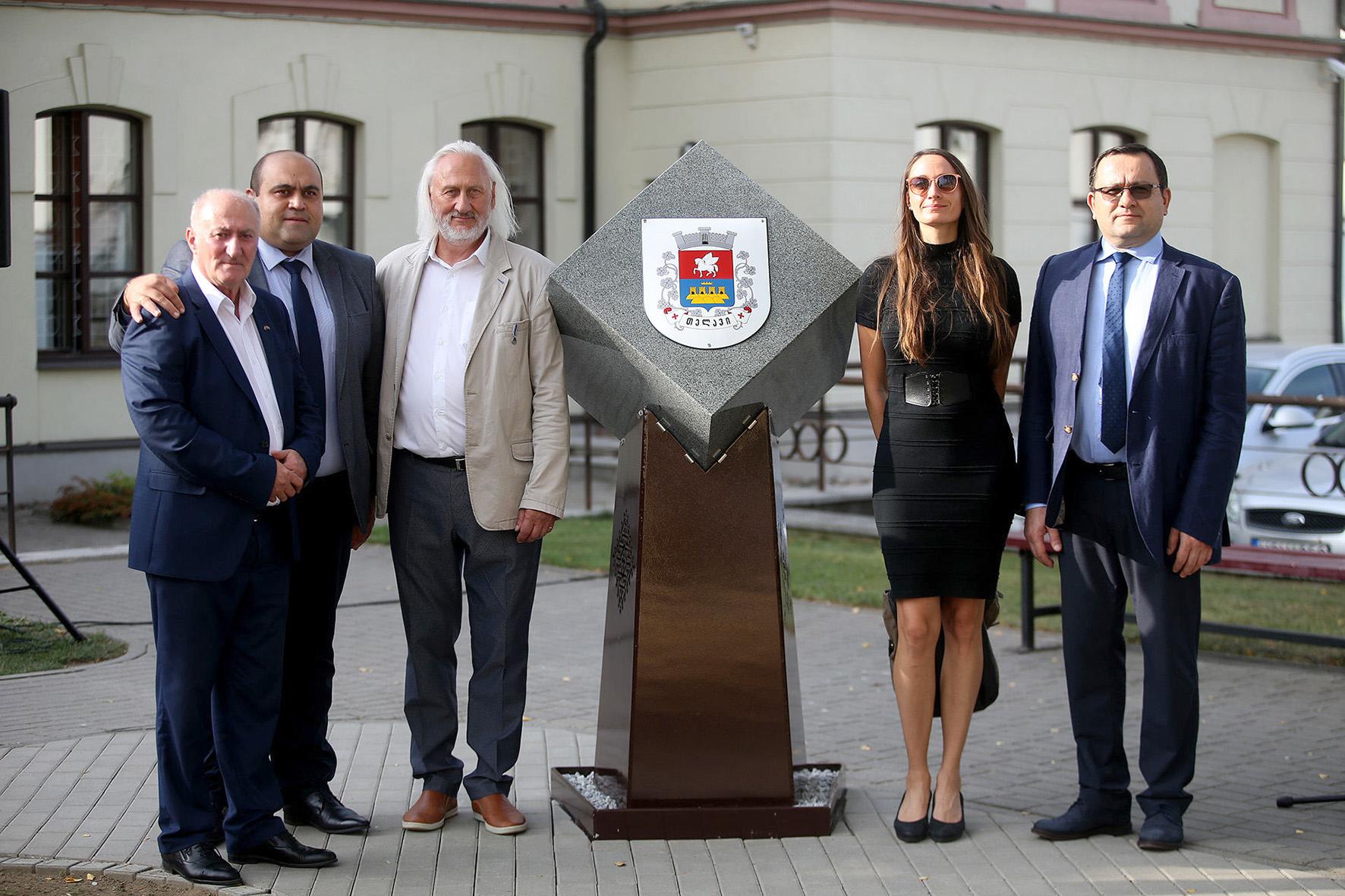 Levanas Sepashvili (kairėje) buvo vienas iš Kėdainių ir Telavio miestų bičiulystės užmezgimo, įteisinimo  bei jai įamžinti skirtų monumentų šiuose miestuose atidengimo pernai iniciatorių./ Algimanto Barzdžiaus nuotr.