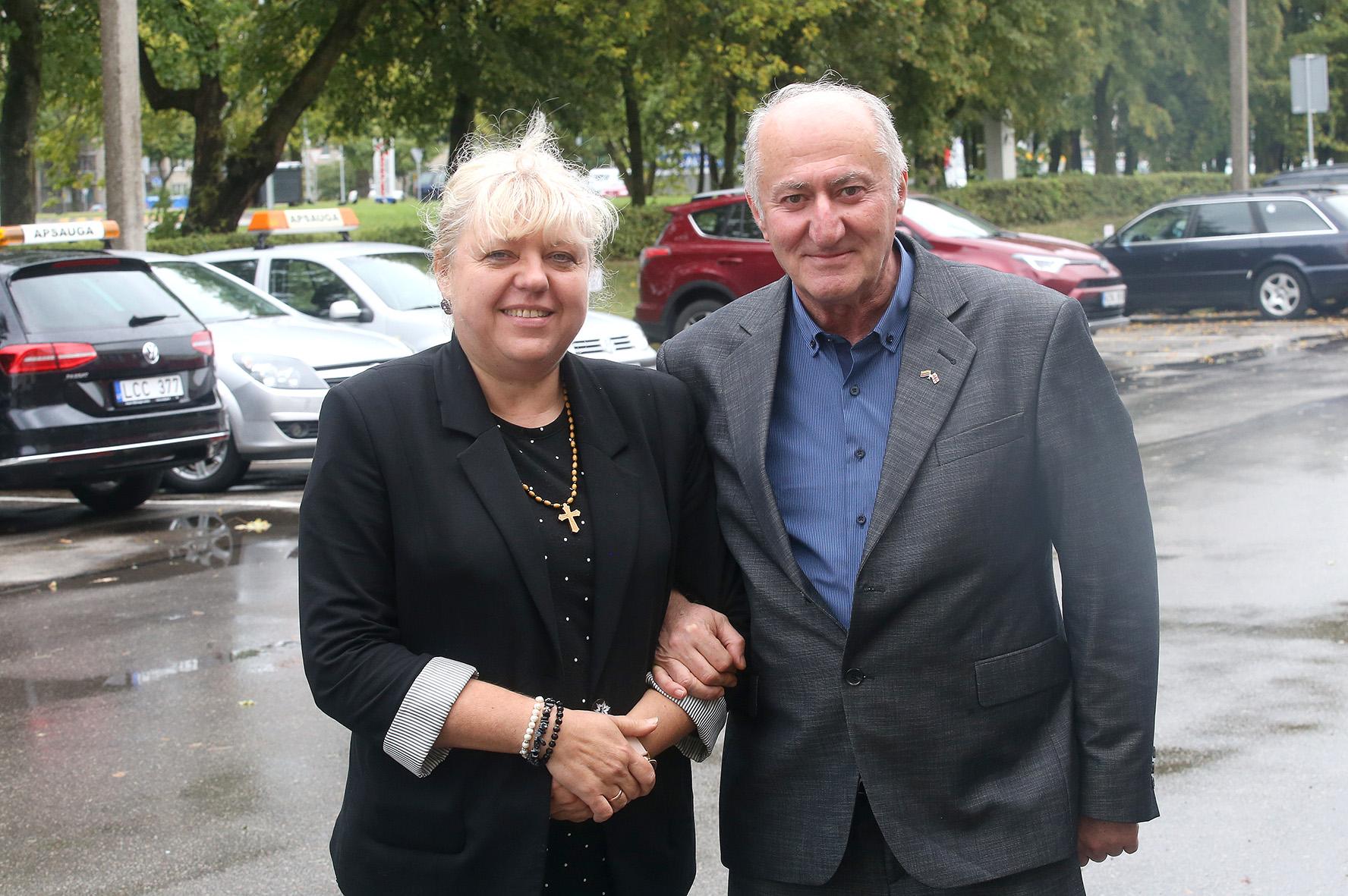 Sakartvelietis Levanas Sepashvili su savo išrinktąja Vilma, dėl kurios vyriškio laikinas vizitas Lietuvoje užsitęsė tiek, kad netrukus jiedu minės trisdešimtąją gyvenimo santuokoje sukaktį./ Algimanto Barzdžiaus nuotr.