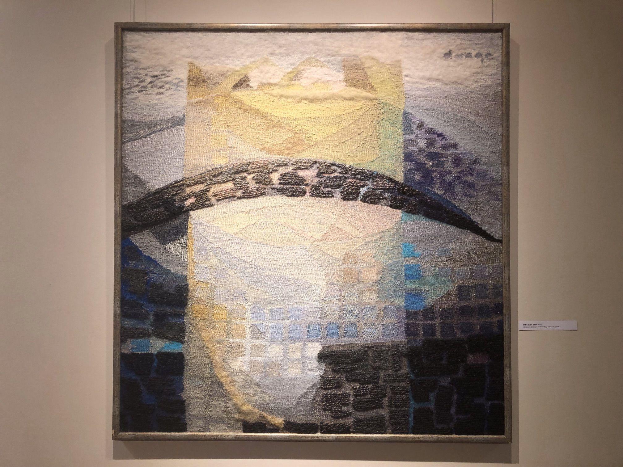 """D. Brogienės kūrinyje """"Už lango pūga"""" ramią nuotaika skleidžia pasirinktos šviesios spalvos. / D. Borodinaitės nuotr."""