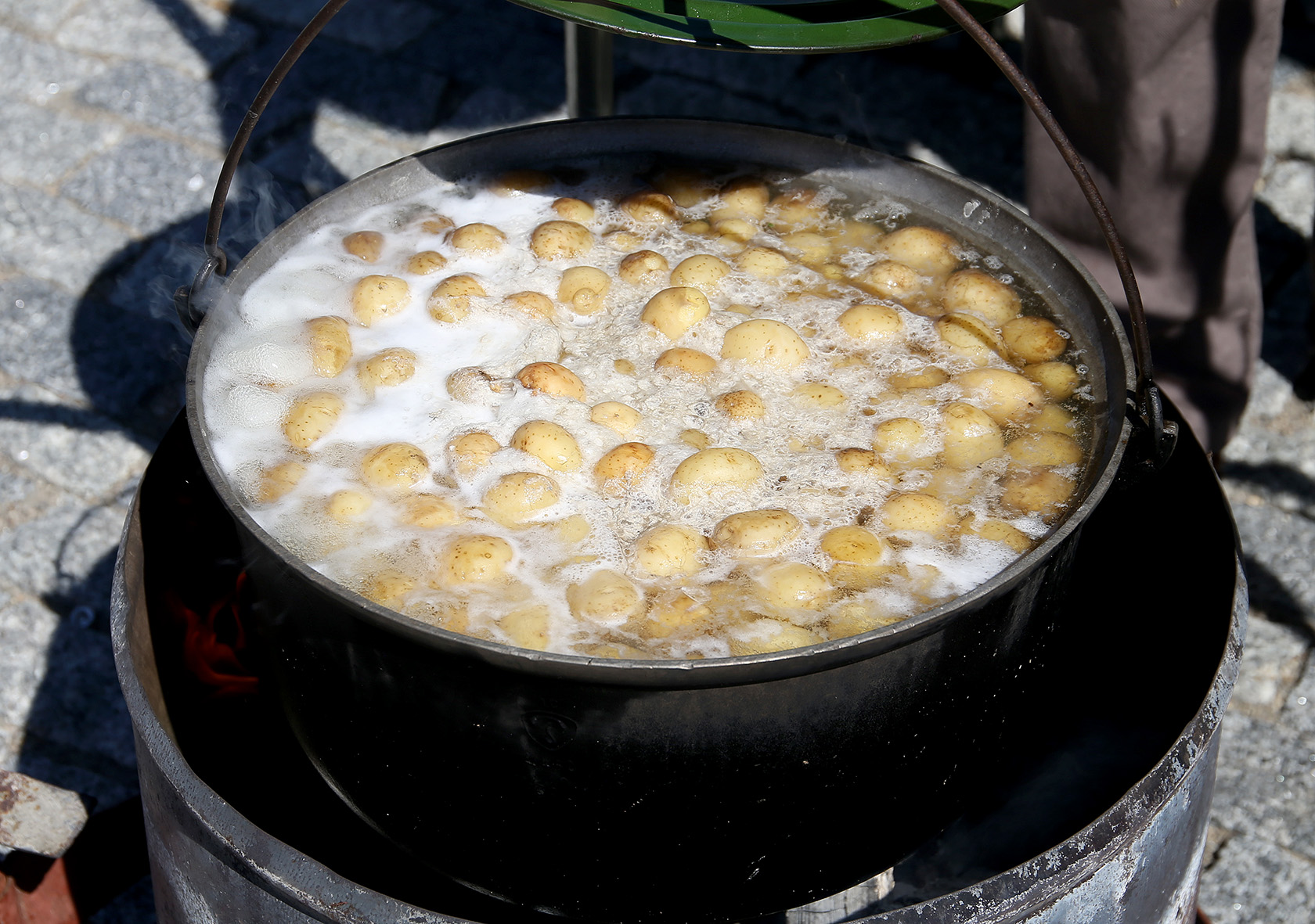 Žymiausias P. Vaitelio kulinarinis šedevras – jo giminių, bičiulių ir netgi visai nepažįstamų žmonių pamėgta avienos sriuba./ Algimanto Barzdžiaus nuotr.