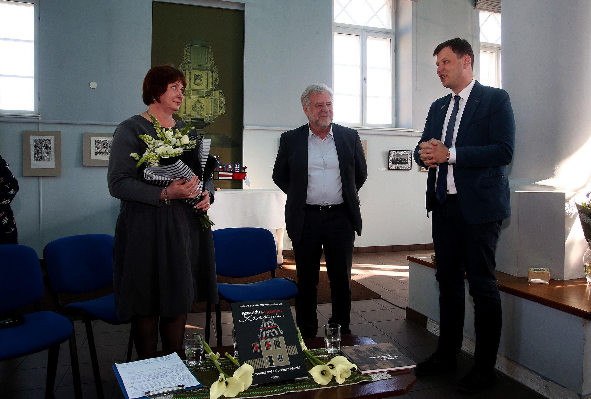 Autorius sveikino Kėdainių rajono vicemeras Paulius Aukštikalnis (dešinėje).