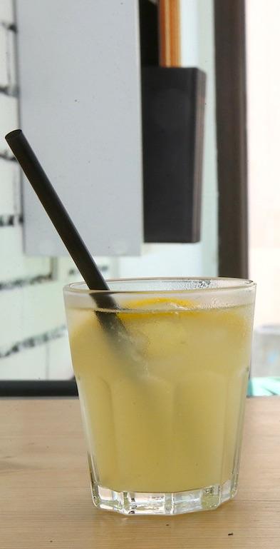 Gaivus kokteilis su ananasų sultimis. A. Barzdžiaus nuotr.