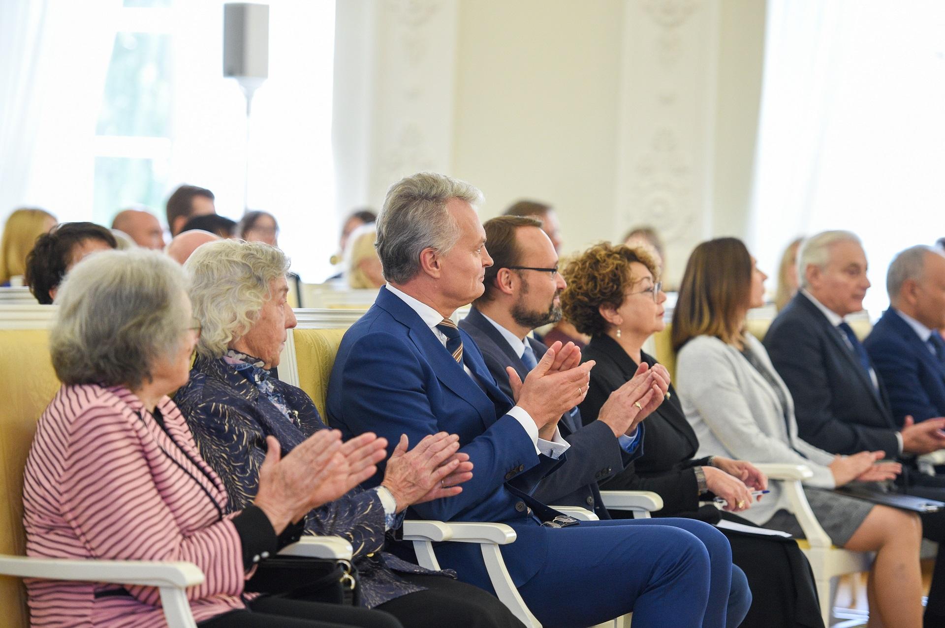 Iškilmingoje ceremonijoje M. Bukauskienė sėdėjo šalia Prezidento Gitano Nausėdos. Roberto Dačkaus (LR Prezidento kanceliarija) nuotr.