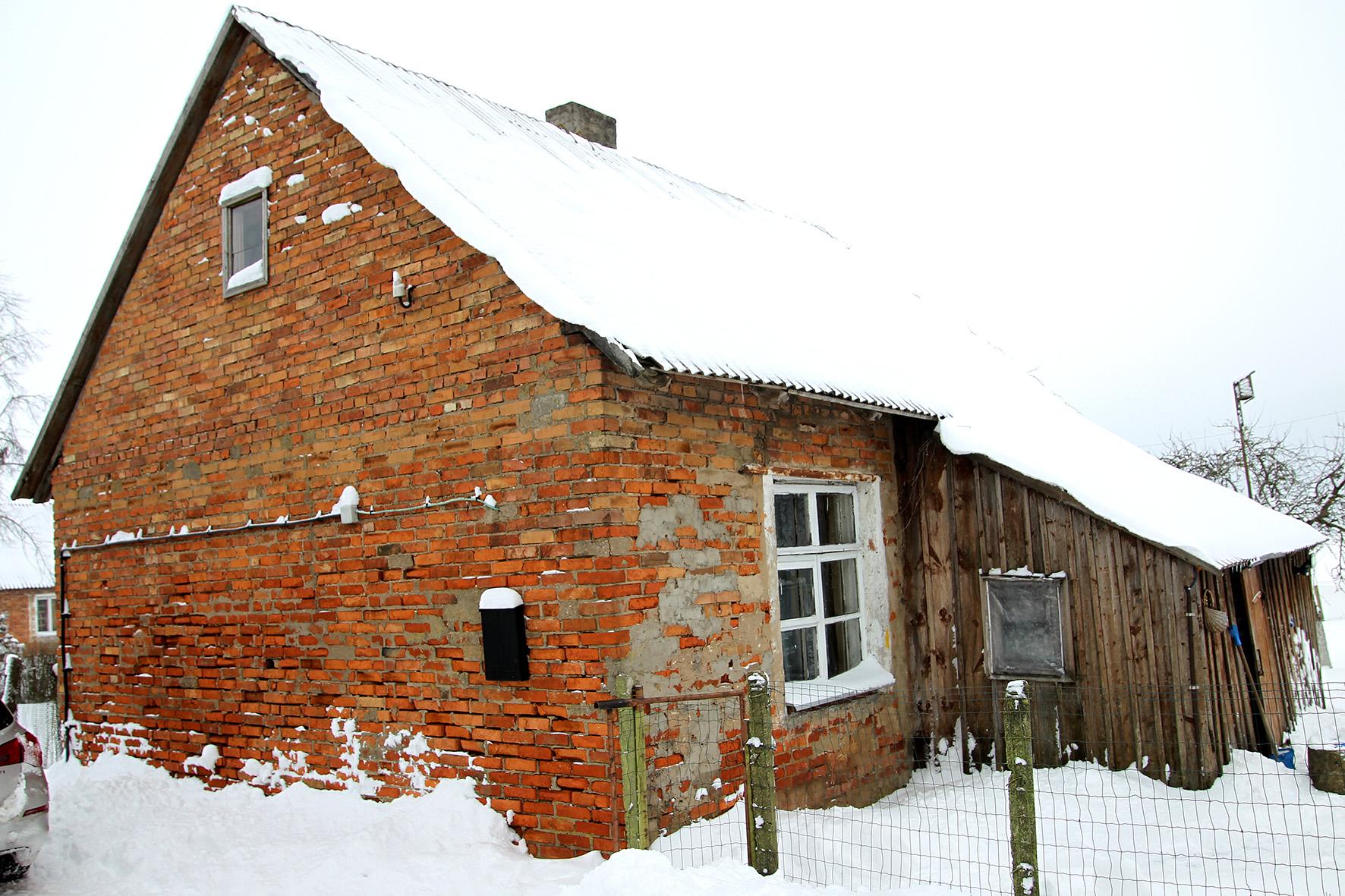 Raudoni namai mena kaimo plėtros laiką. A. Barzdžiaus nuotr.